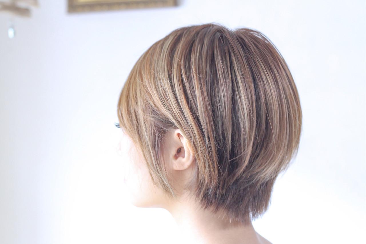 ハイライト ナチュラル ハンサムショート 大人ハイライト ヘアスタイルや髪型の写真・画像