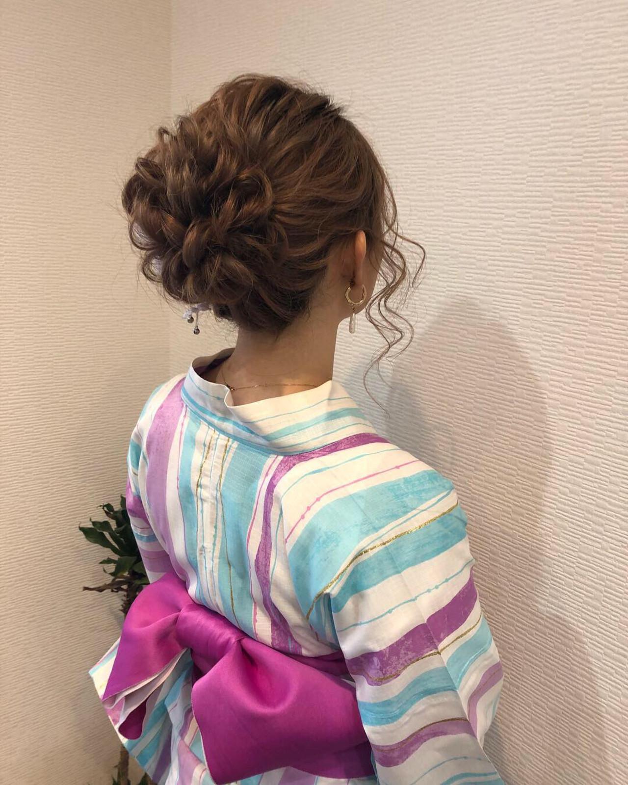アップ アップスタイル フェミニン ミディアム ヘアスタイルや髪型の写真・画像