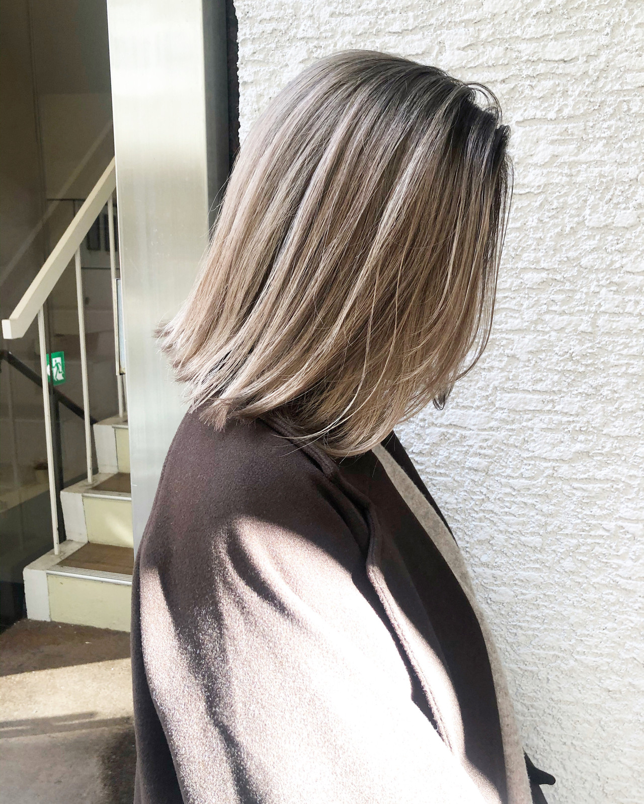 コントラストハイライト ホワイトベージュ ミディアム ブロンドカラー ヘアスタイルや髪型の写真・画像