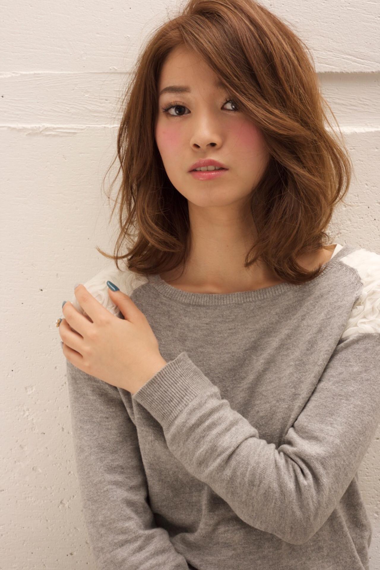 レイヤーカット 大人女子 ミディアム ナチュラル ヘアスタイルや髪型の写真・画像 | 鈴木 謙太 / HAIRLOGY