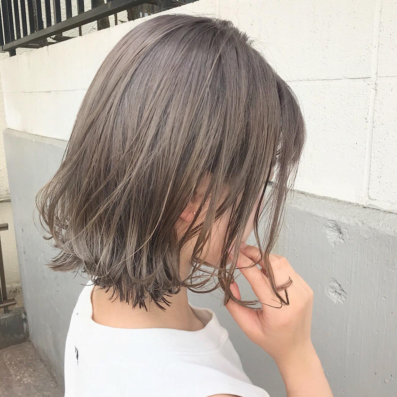 #パールアッシュ . . パールのような柔らかさを✨ 美しい髪色はおしゃれ感をぐっと引き立てます! . 最近は毎日Instagram、ブログをみてのDMを沢山いただけていて本当に感謝です♫ . 全国から初めてのご来店のお客様が多くてめちゃ嬉しい^ ^ . ご期待以上の仕上がりを目指して日々努力と工夫をしていきます^ - ^ . ぜひご相談ください!! ご来店からに2時間後にはドラマチックに変えた貴方をお見せします^ ^ . . ◼️春夏のhairチェンジお任せください♫素敵に可愛くします^ ^ご連絡ぜひお待ちしてますね(^^) . 担当 公式クリッパー 【落合健二】Cchannelでの 《ちょこっと変化で可愛くなろう♫1分でできちゃう!簡単ヘアアレンジ!の動画達はこちら》 ??? https://www.cchan.tv/clipper/796121/  公式LINEブロガー ??? https://lineblog.me/ochiai_kenji/  ぜひ落合に髪をやってもらいたい方、 ご予約やご相談、お仕事のご依頼、ご質問、等ありましたら、DMまたはLINEにてご連絡お待ちしてますね☆ . . 24時間ご予約うけたまわってます! LINEメッセージにて下記をお知らせください . 1.予約したい日にち . 2.予約したい時間 . 3.メニュー . 4.お名前 . 空き状況を確認して必ず返信させて頂きます(^ー^) . 絶対に可愛くします!!#スモーキーアッシュ #haircolor #アッシュグレー #インナーカラー #内巻き #バレイアージュ #イメチェン #ショートボブ #ボブ #ハイトーンカラー #ダブルカラー #美容学生 #サロンモデル募集 #ポニーテール #ファッション #髪型 #ラベンダーカラー #美容 #ヘアアクセサリー #ブロンド #くるりんぱ #ルーズアレンジ #ヘアアレンジ動画 #スタイリング動画 #波巻き #波ウェーブ #お団子ヘア #ピンクアッシュ #ピンクグラデーション