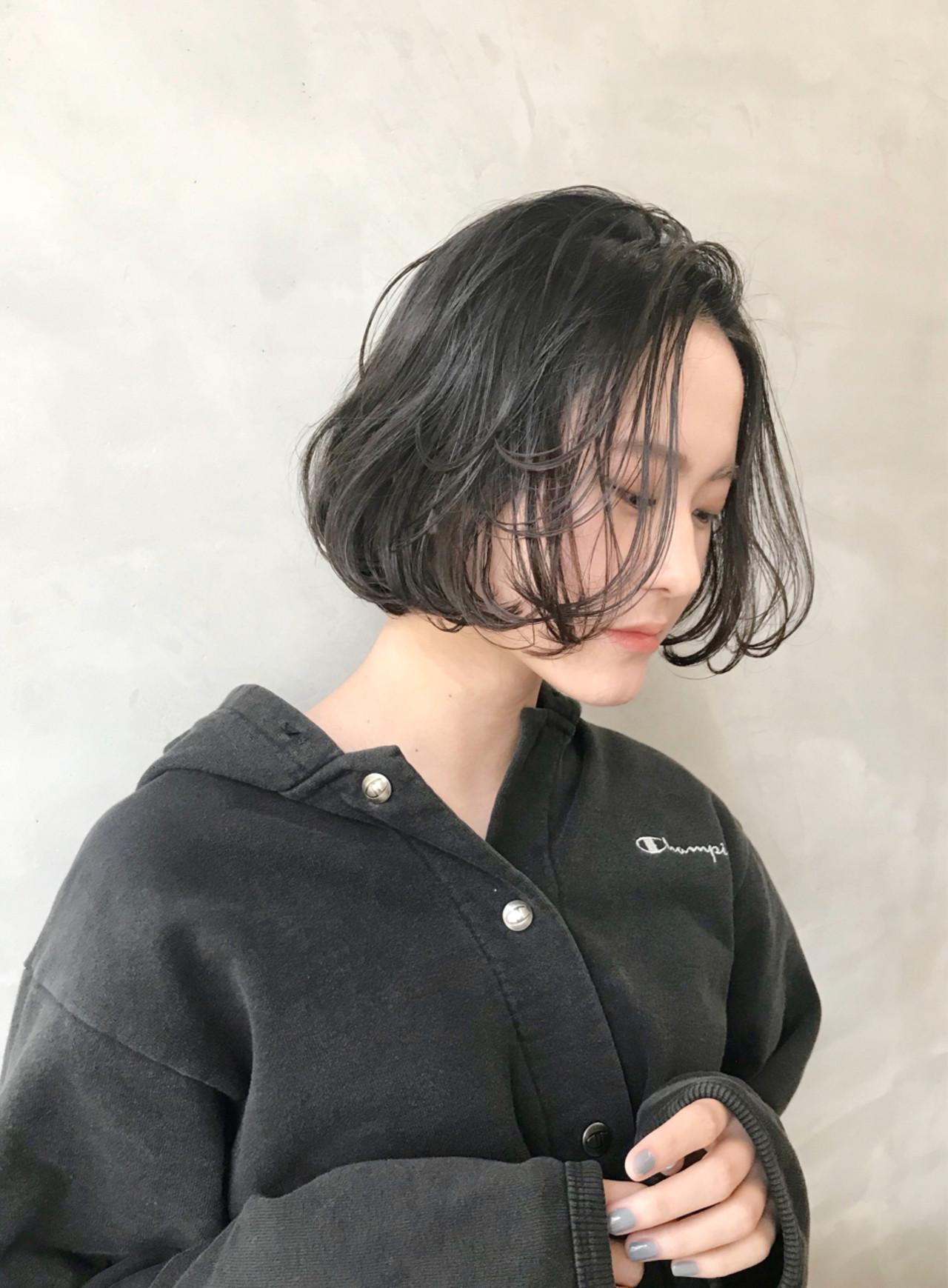 色気 前髪あり フェミニン 暗髪 ヘアスタイルや髪型の写真・画像