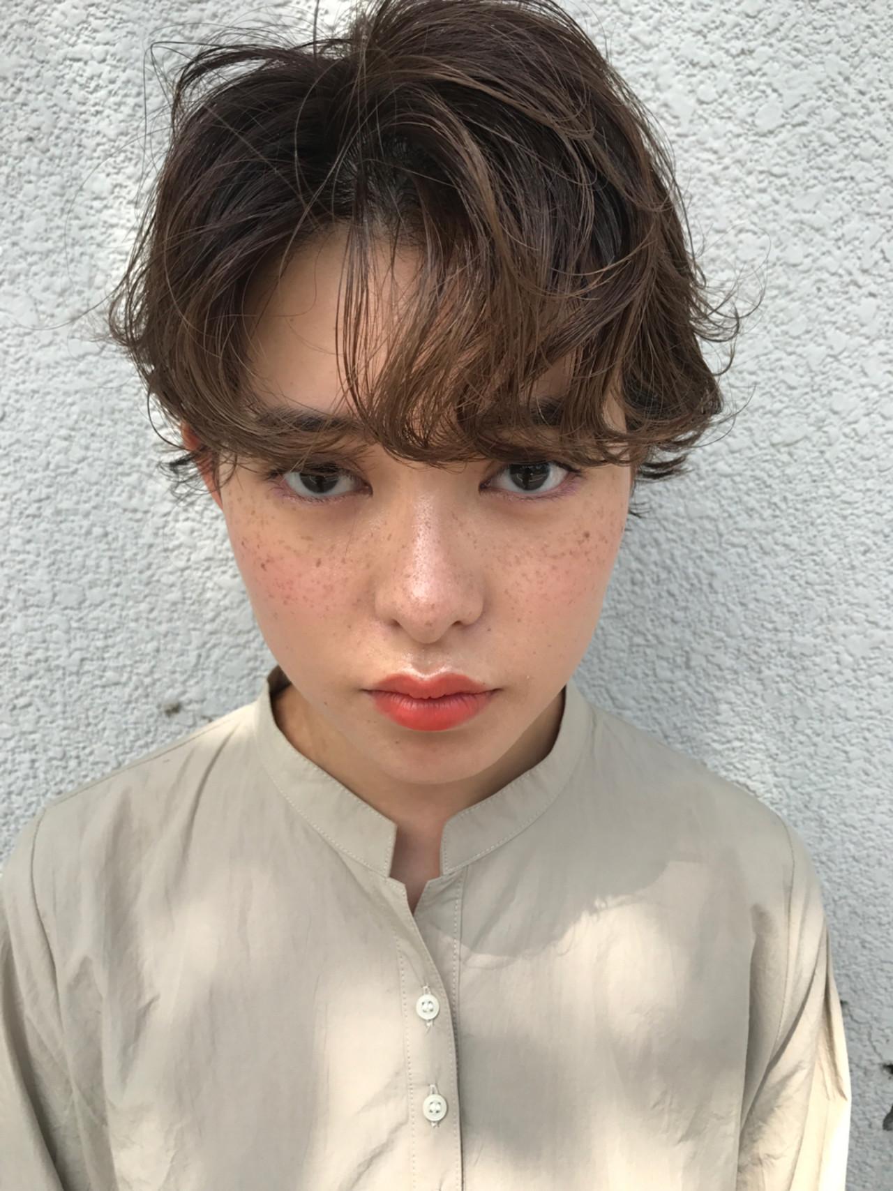 パーマ 透明感 抜け感 ハイライト ヘアスタイルや髪型の写真・画像
