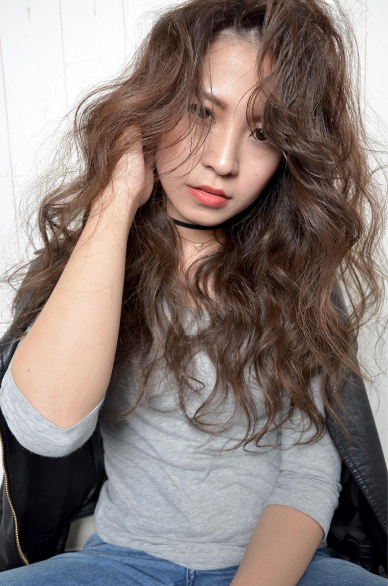 アッシュ パーマ ロング カール ヘアスタイルや髪型の写真・画像