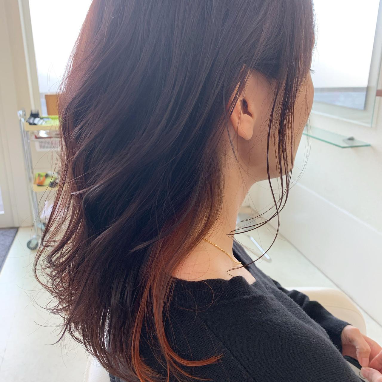 ナチュラル アンニュイほつれヘア インナーカラー 巻き髪 ヘアスタイルや髪型の写真・画像 | 新谷 朋宏 / Free hairstylist shinya