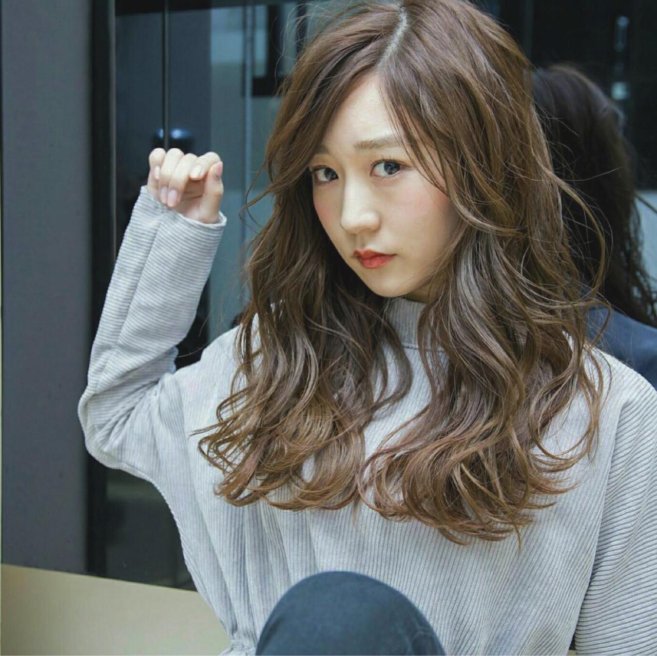 バレンタイン ゆるふわ ロング アンニュイ ヘアスタイルや髪型の写真・画像   三上 理子 /