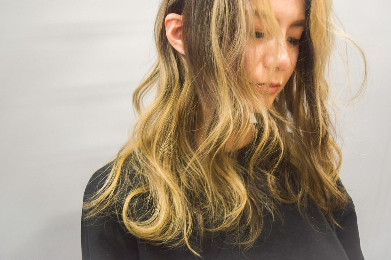 デザインカラー エレガント ブロンドカラー ハイトーン ヘアスタイルや髪型の写真・画像