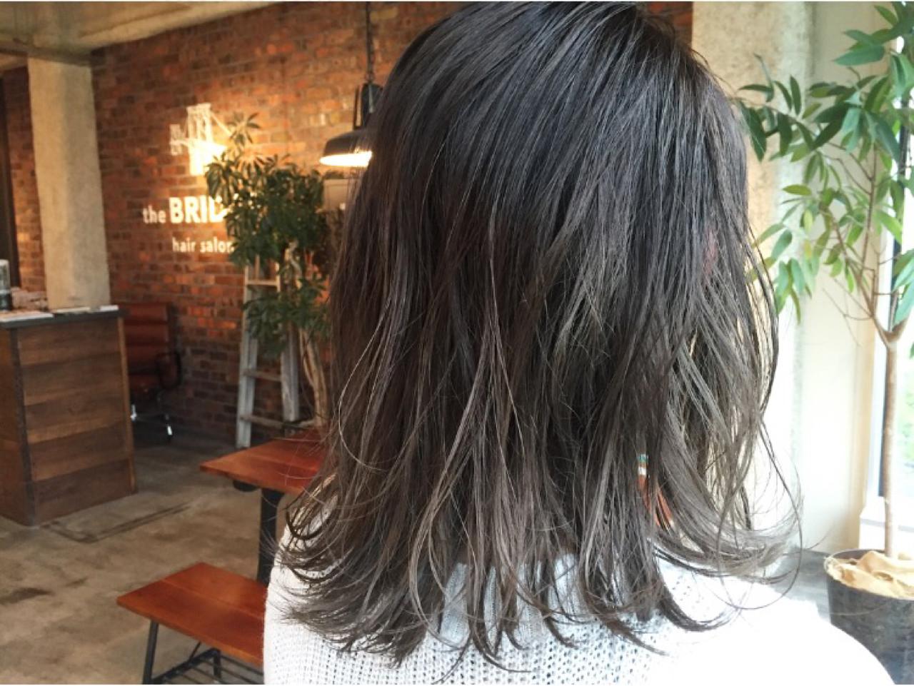 グラデーションカラー グレージュ 暗髪 ミディアム ヘアスタイルや髪型の写真・画像