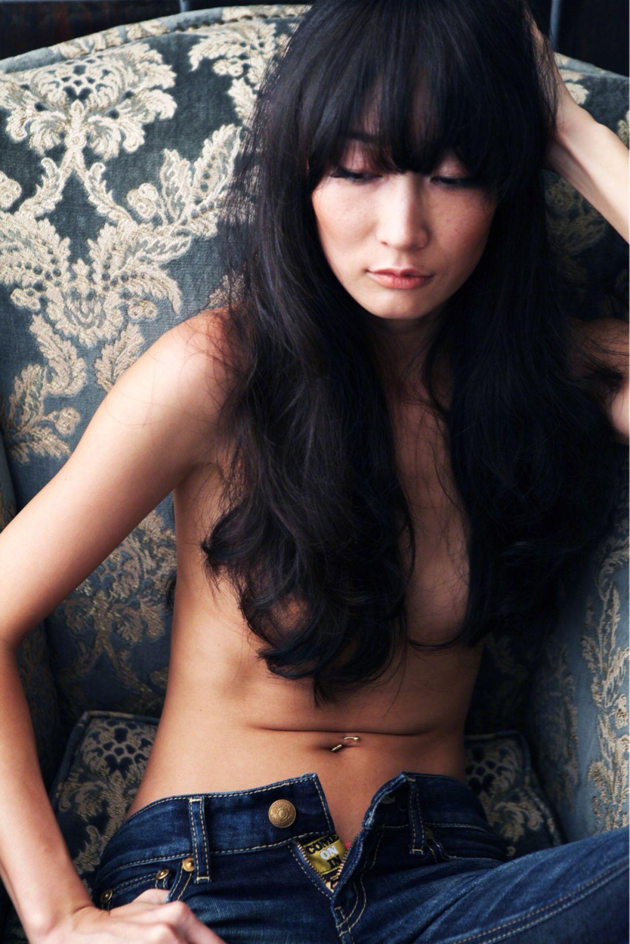 モード ロング ストレート 暗髪 ヘアスタイルや髪型の写真・画像