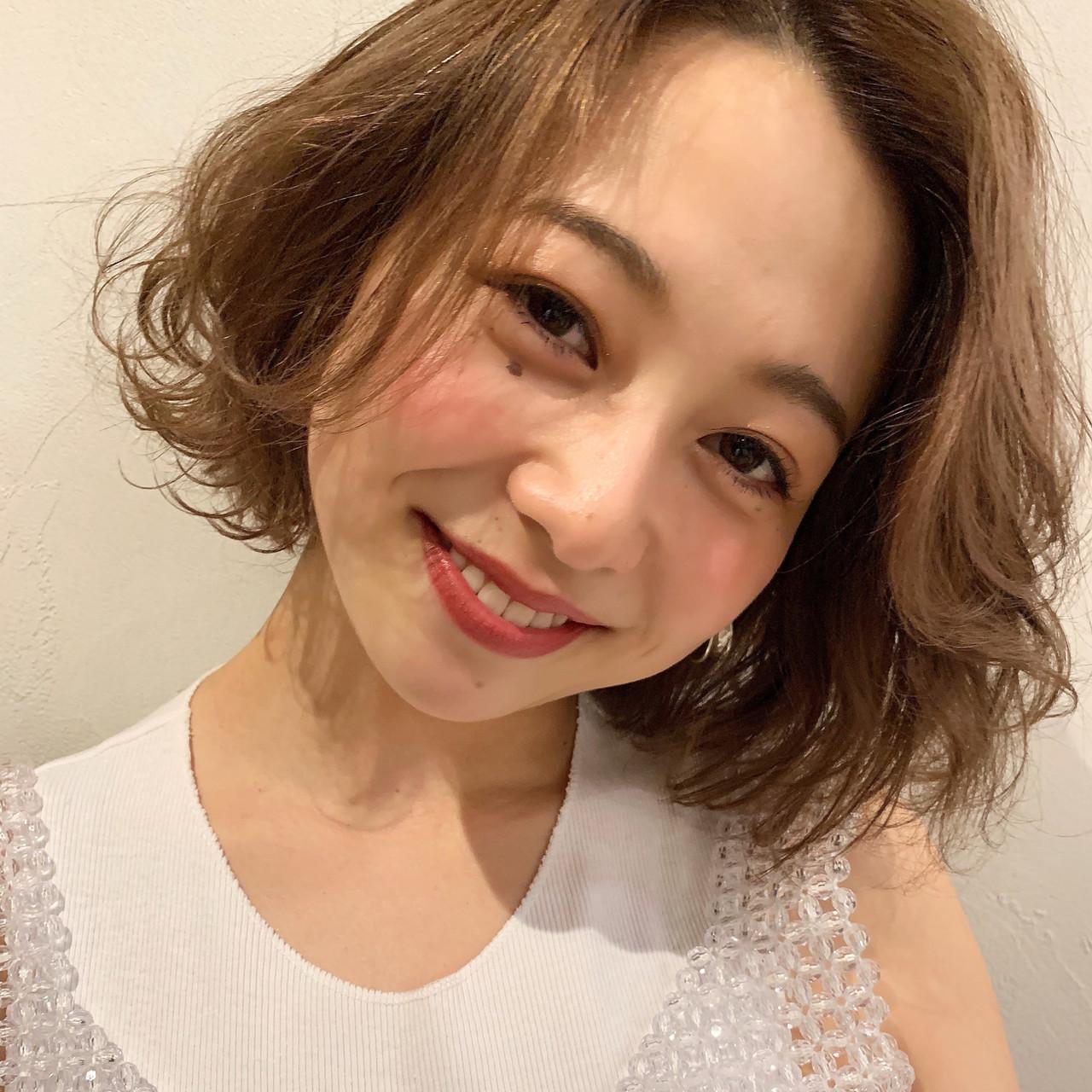 デート オフィス パーマ ナチュラル ヘアスタイルや髪型の写真・画像 | 信澤貴一【愛され大人可愛いヘア美容師】 / joemi by un ami
