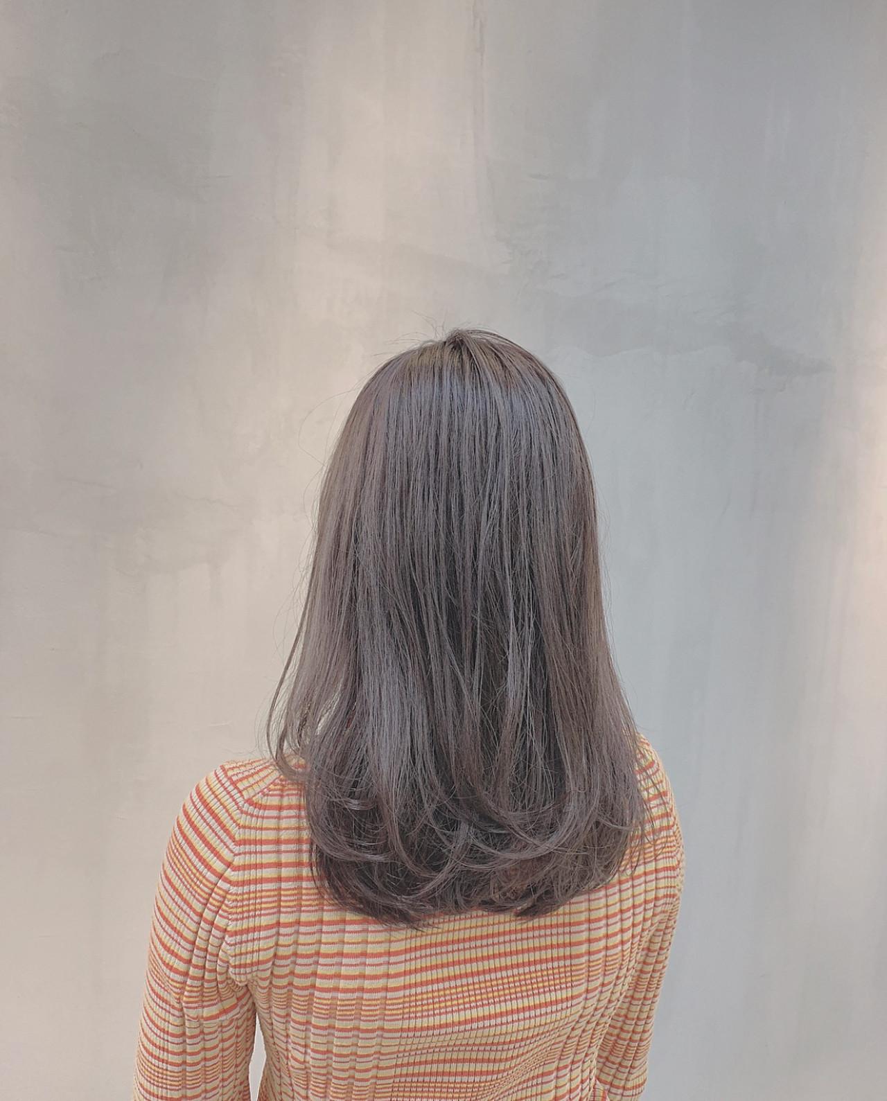 ナチュラル 透明感カラー グレージュ ハイトーン ヘアスタイルや髪型の写真・画像