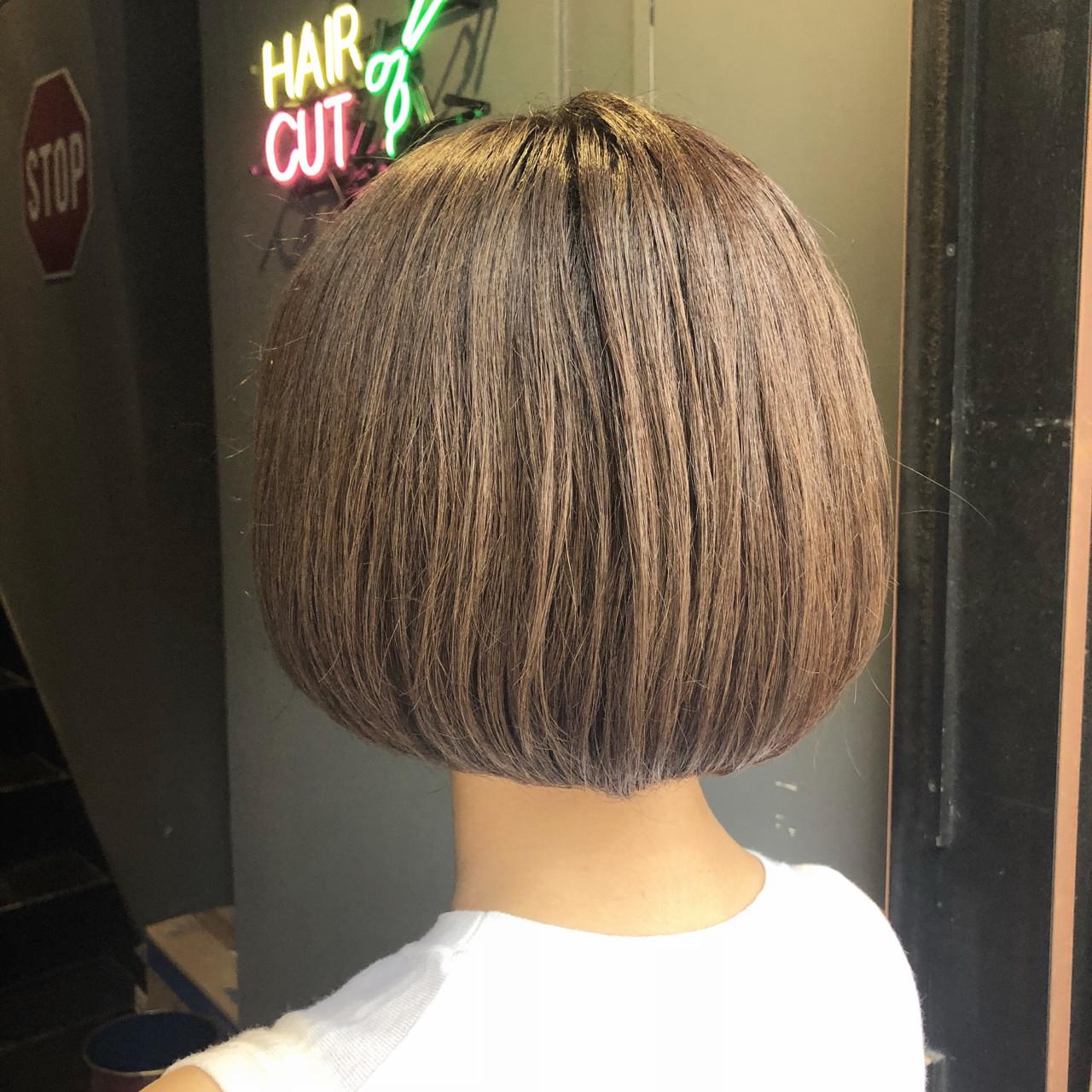 グレージュ シルバーグレー アッシュグレージュ ボブ ヘアスタイルや髪型の写真・画像