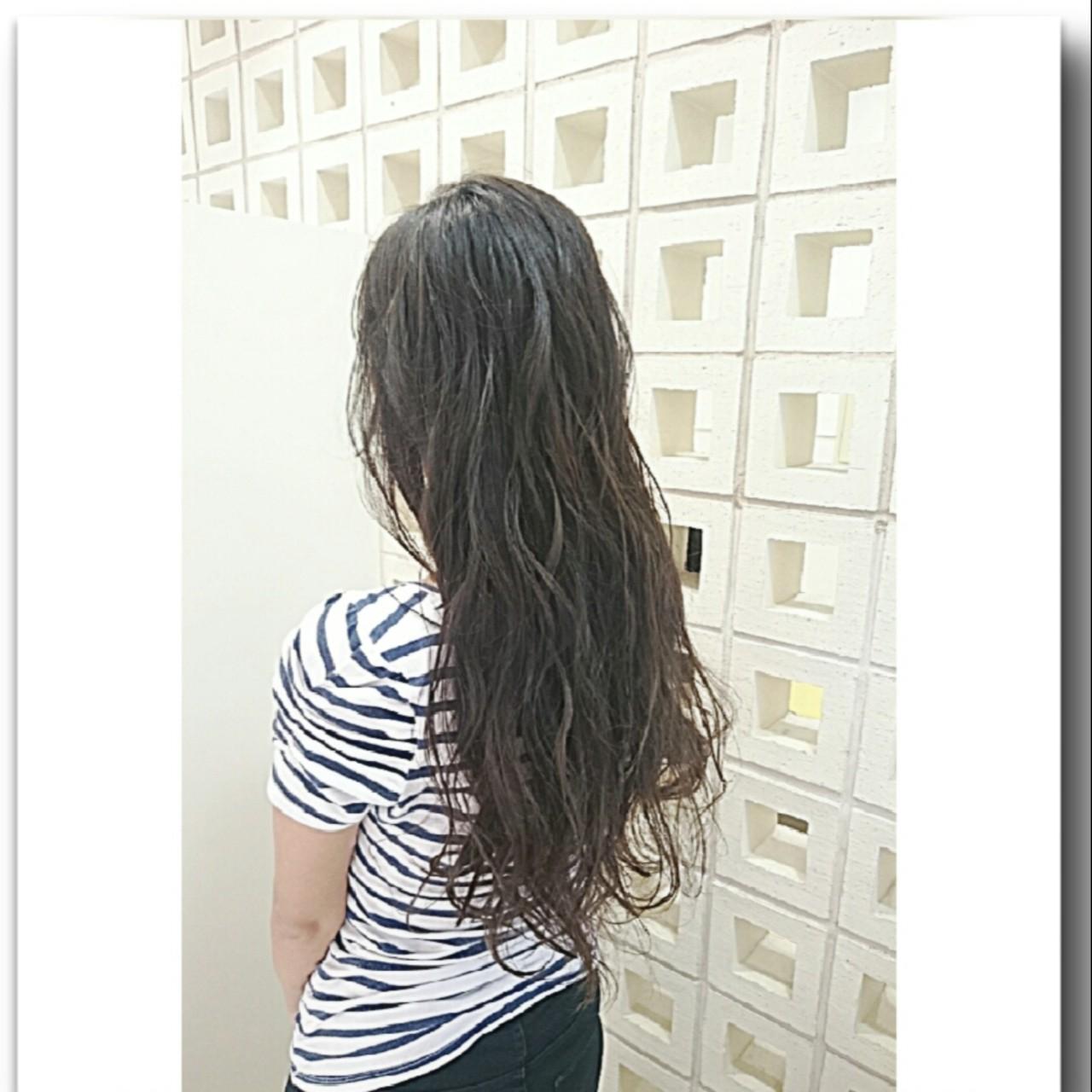 グレージュ スモーキーカラー ロング アッシュ ヘアスタイルや髪型の写真・画像