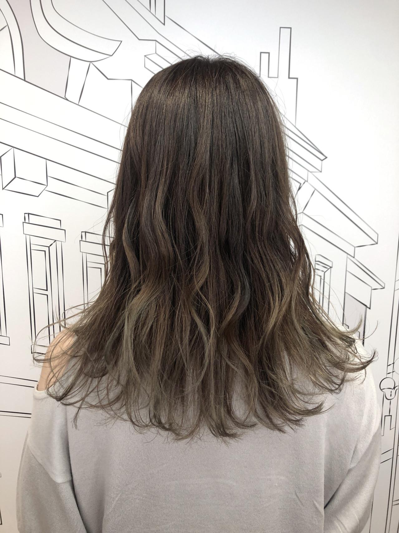 セミロング ナチュラル ハイライト 外国人風カラー ヘアスタイルや髪型の写真・画像