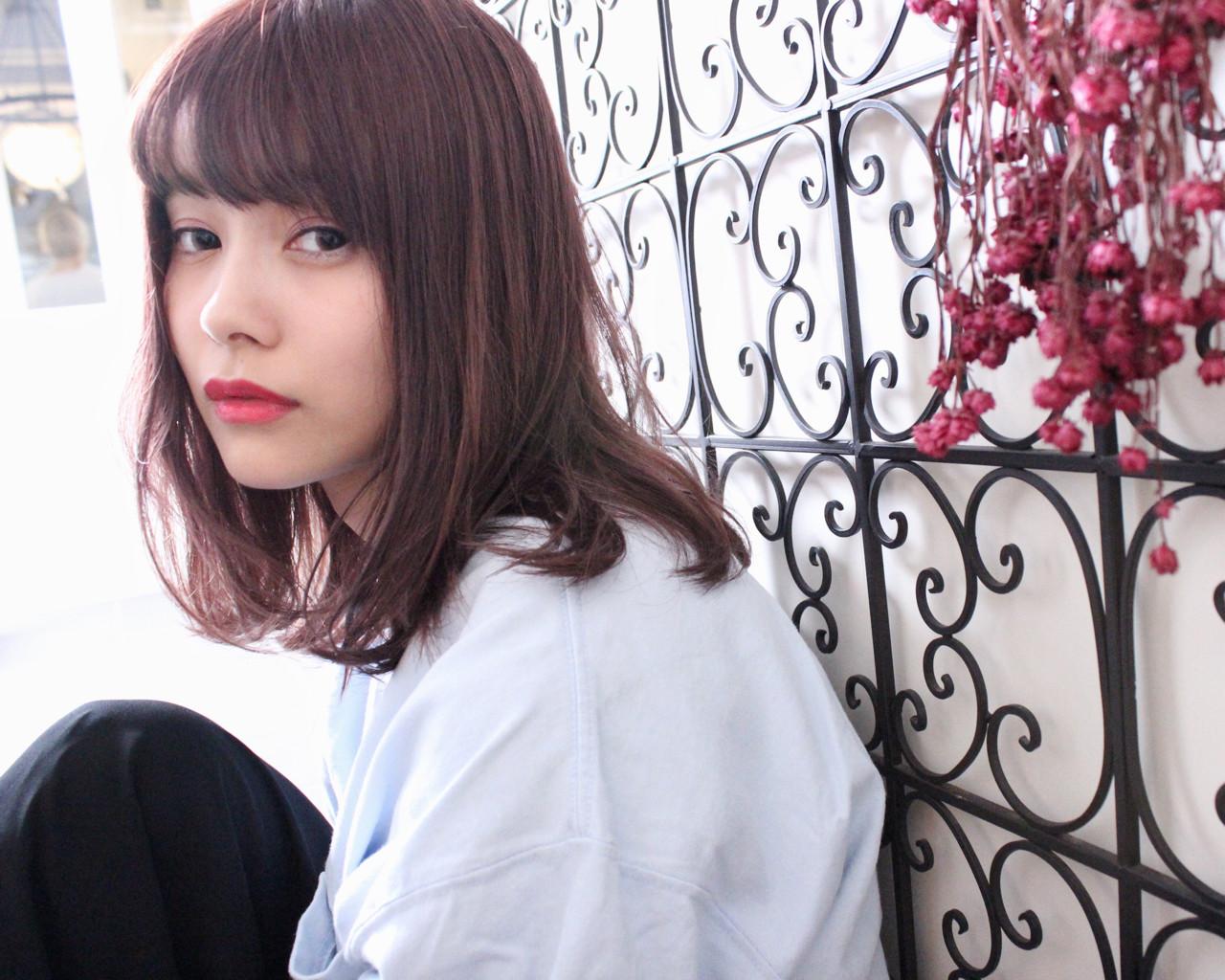 セミロング ベージュ ピンク ピンクアッシュ ヘアスタイルや髪型の写真・画像