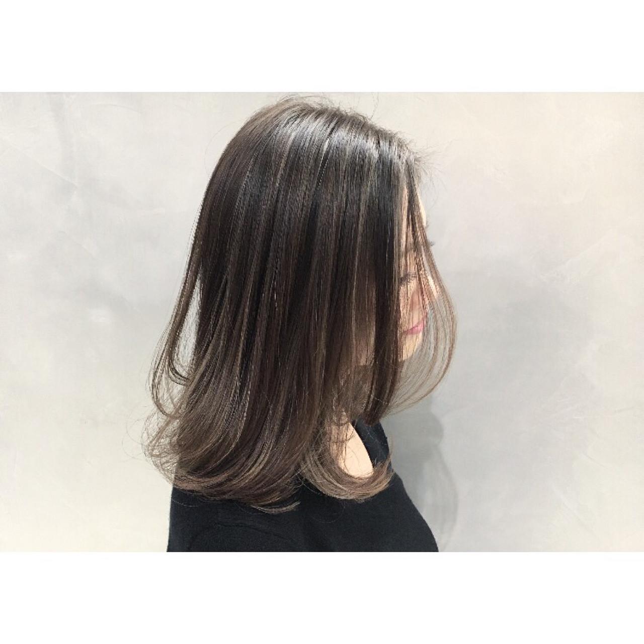 外国人風カラー 色気 ボブ グレージュ ヘアスタイルや髪型の写真・画像 | 久保 賢二 / WARREN TRICOMI NEWYORK