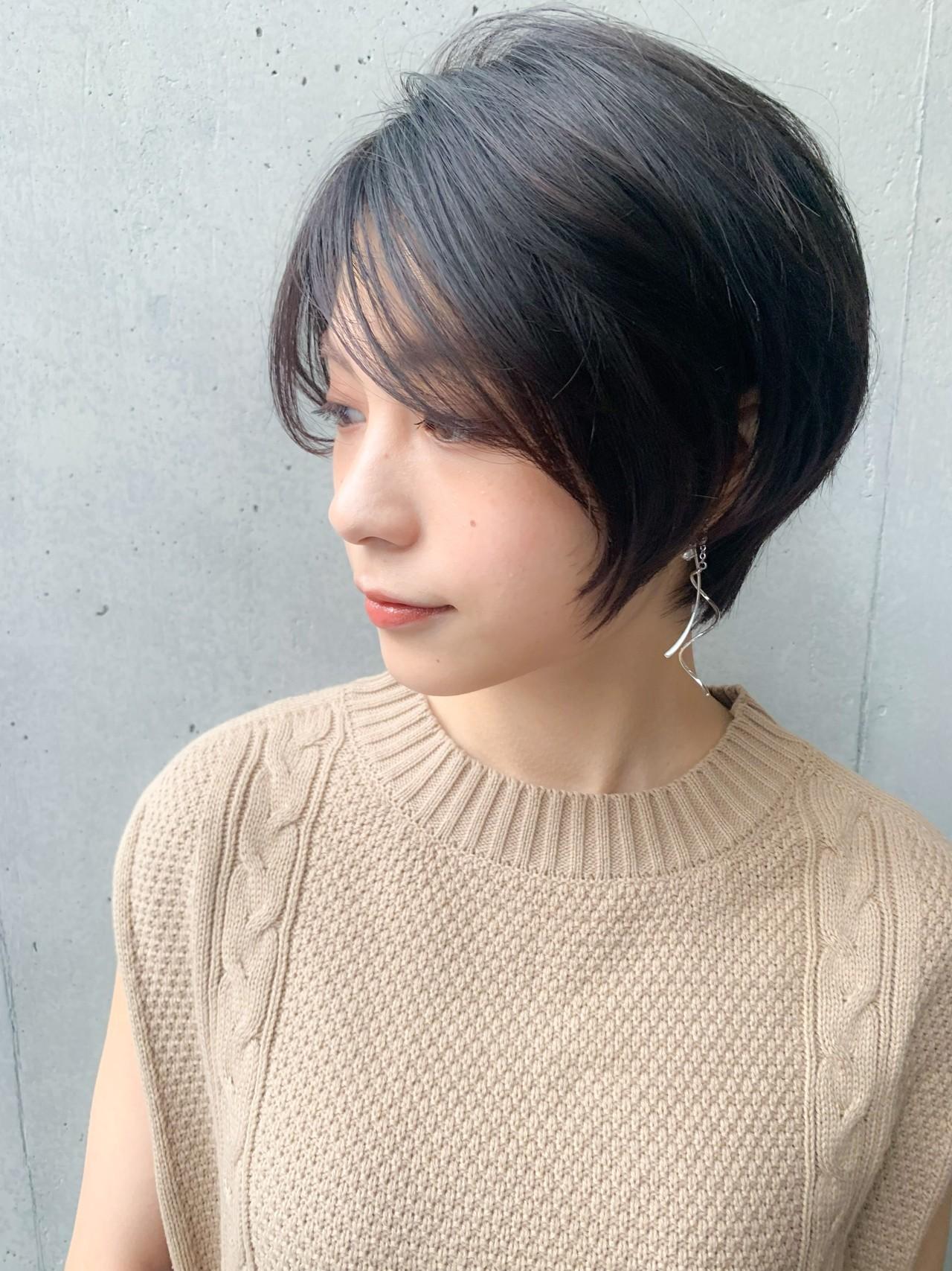 コンサバ ショートボブ グレージュ アッシュ ヘアスタイルや髪型の写真・画像