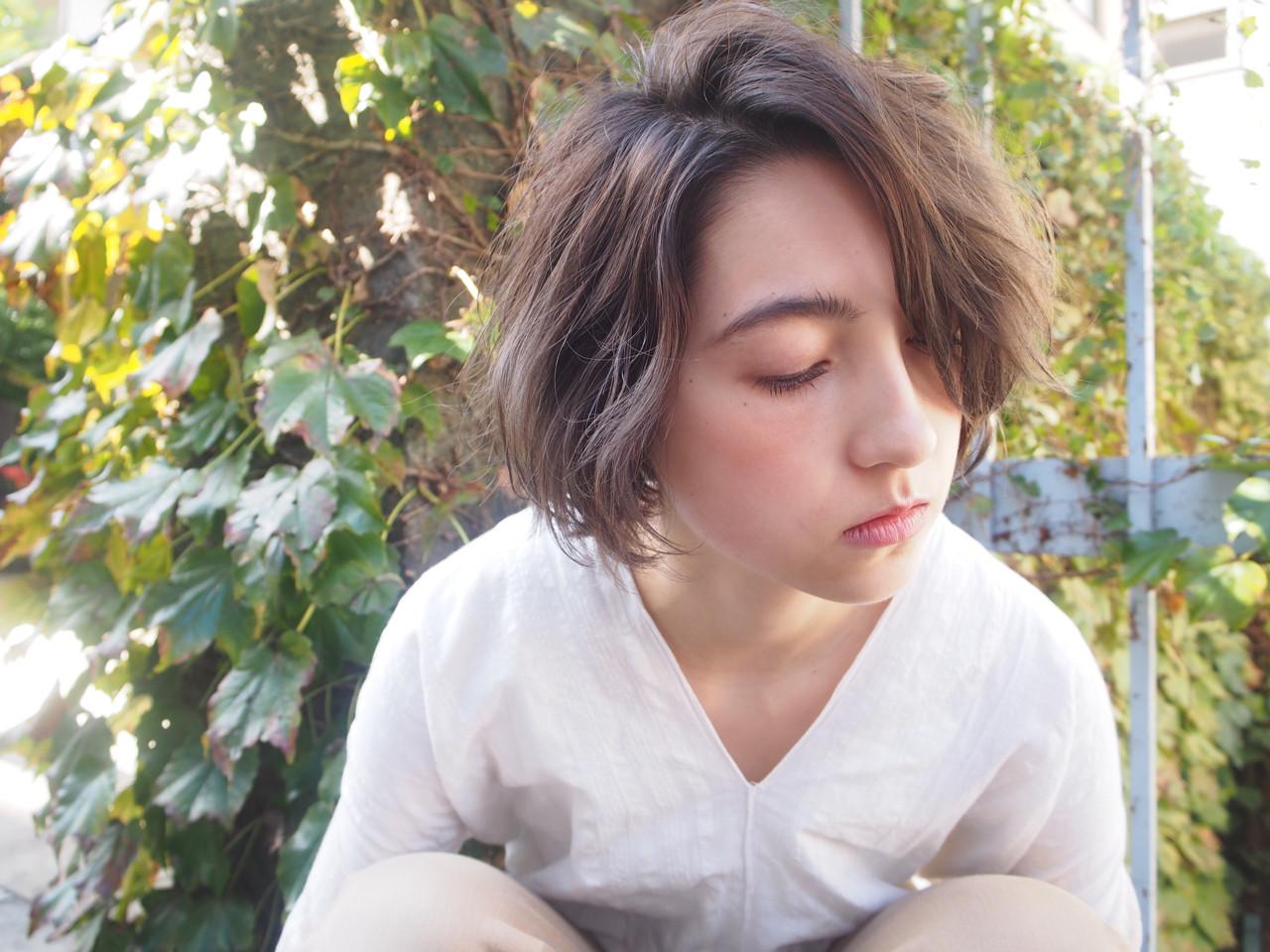 アッシュ 冬 ナチュラル ハイライト ヘアスタイルや髪型の写真・画像 | 鈴木 成治 / LOAVE AOYAMA(ローヴ アオヤマ)