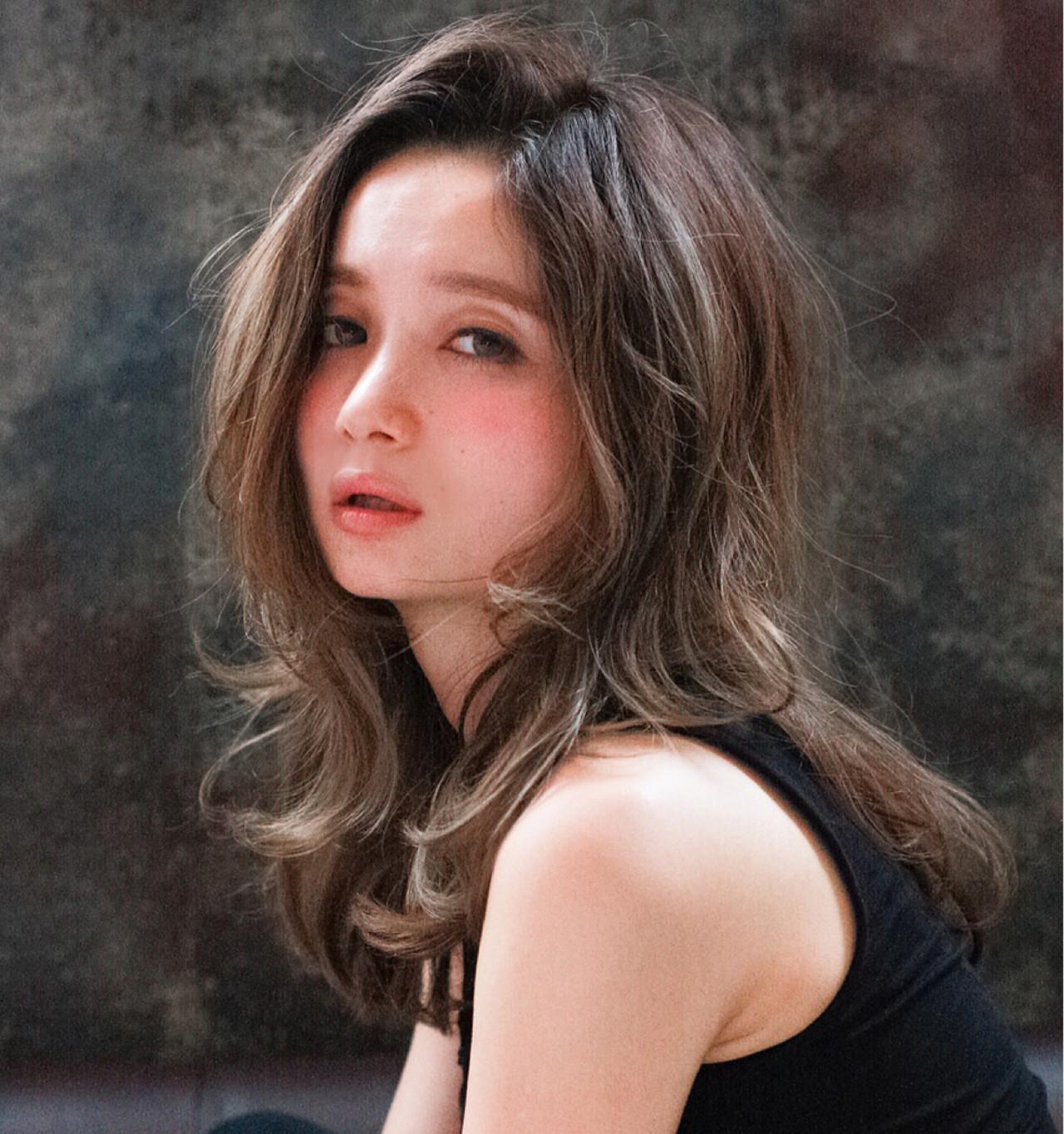 外国人風 グラデーションカラー アッシュ ハイライト ヘアスタイルや髪型の写真・画像
