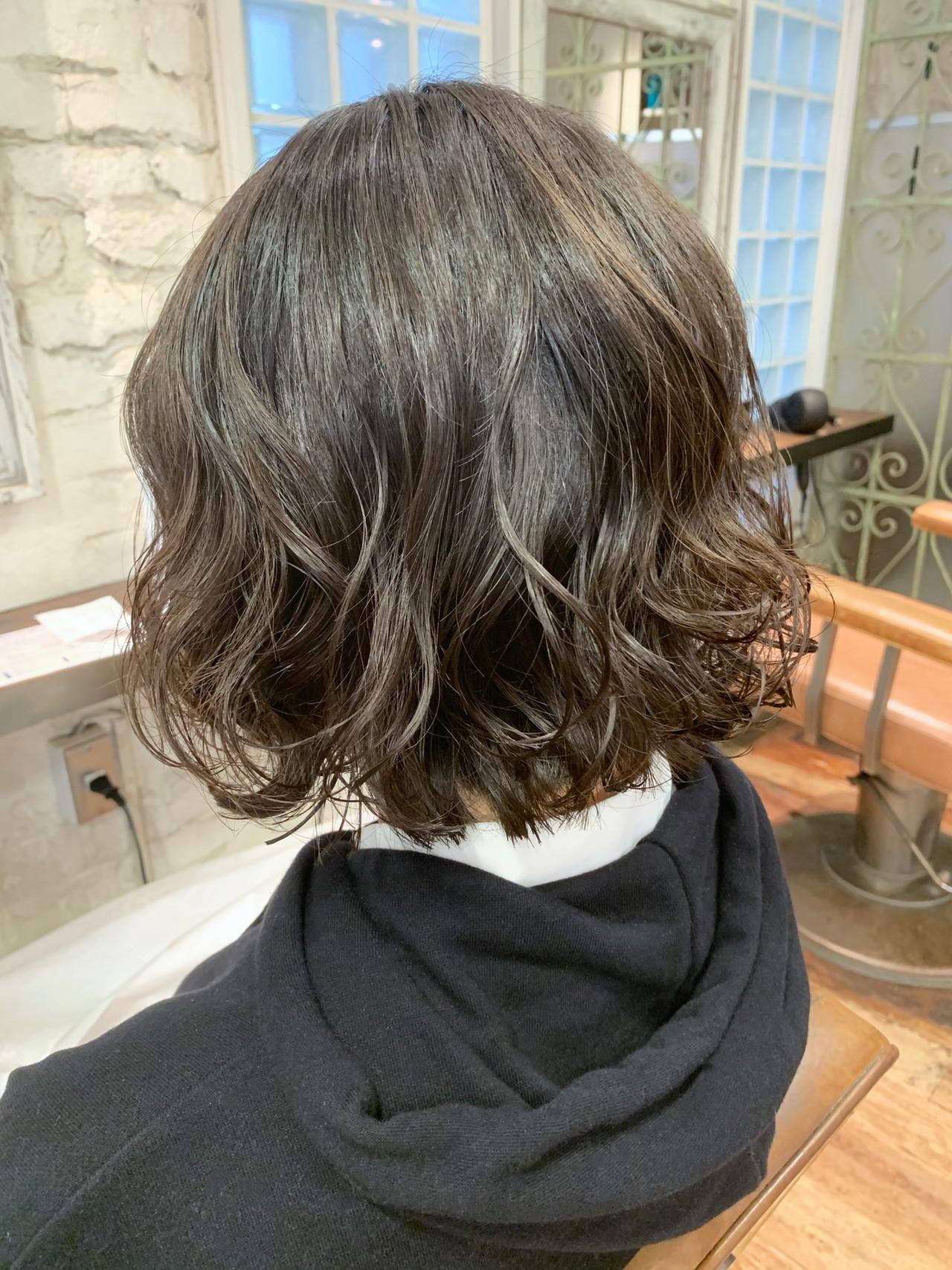 切りっぱなしボブ ナチュラル 大人かわいい ヘアスタイルや髪型の写真・画像 | パーマの達人 コテ巻き風パーマ / 本木ヨシヒサ / MINX 青山店 (ミンクス アオヤマ)