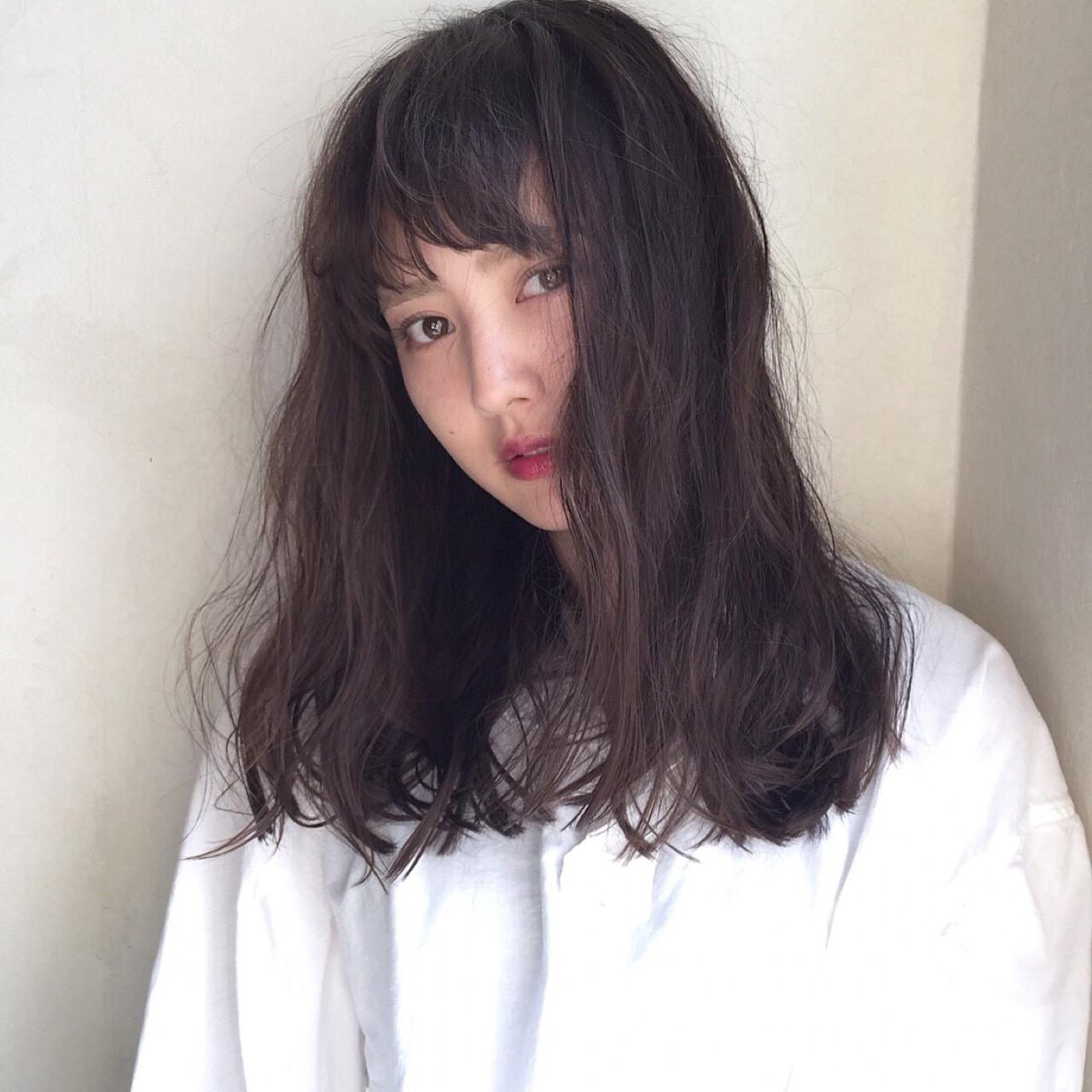 ラフ ナチュラル ウェーブ セミロング ヘアスタイルや髪型の写真・画像