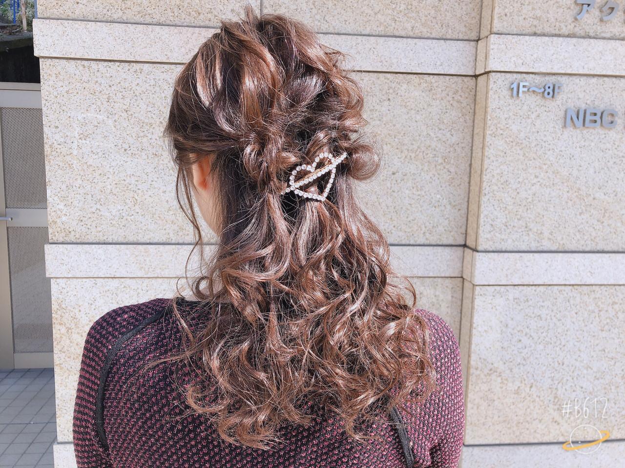 簡単ヘアアレンジ セミロング 結婚式 ガーリー ヘアスタイルや髪型の写真・画像 | tutti / Saibu
