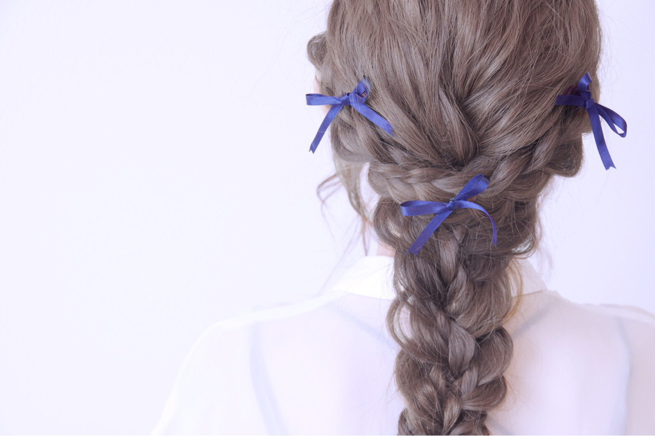 結婚式 セミロング ヘアアクセ 編み込み ヘアスタイルや髪型の写真・画像