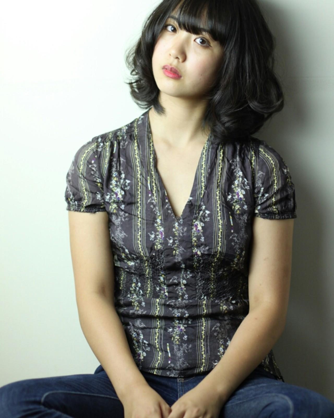 グラデーションカラー ゆるふわ 黒髪 ナチュラル ヘアスタイルや髪型の写真・画像