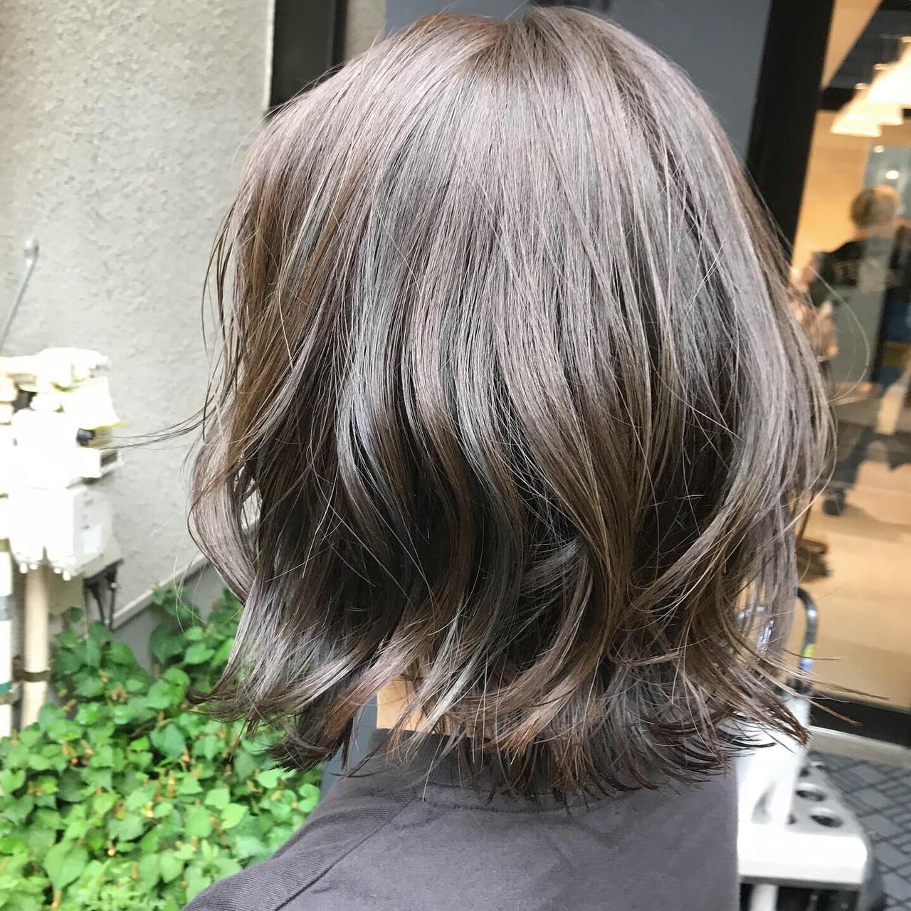 ミディアム 切りっぱなしボブ 黒髪 フェミニン ヘアスタイルや髪型の写真・画像