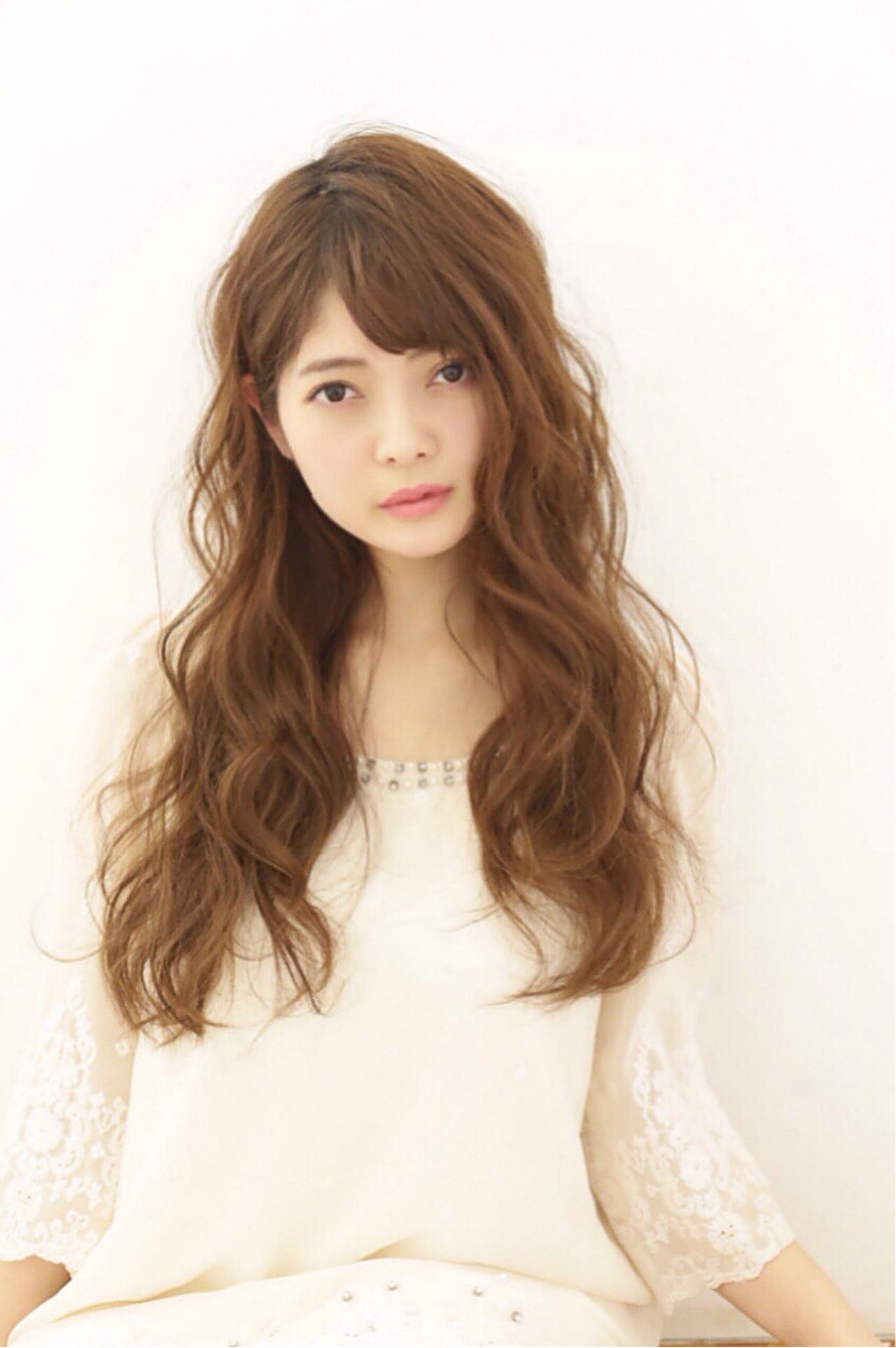 ヘアアレンジ フェミニン ウェーブ ふわふわ ヘアスタイルや髪型の写真・画像