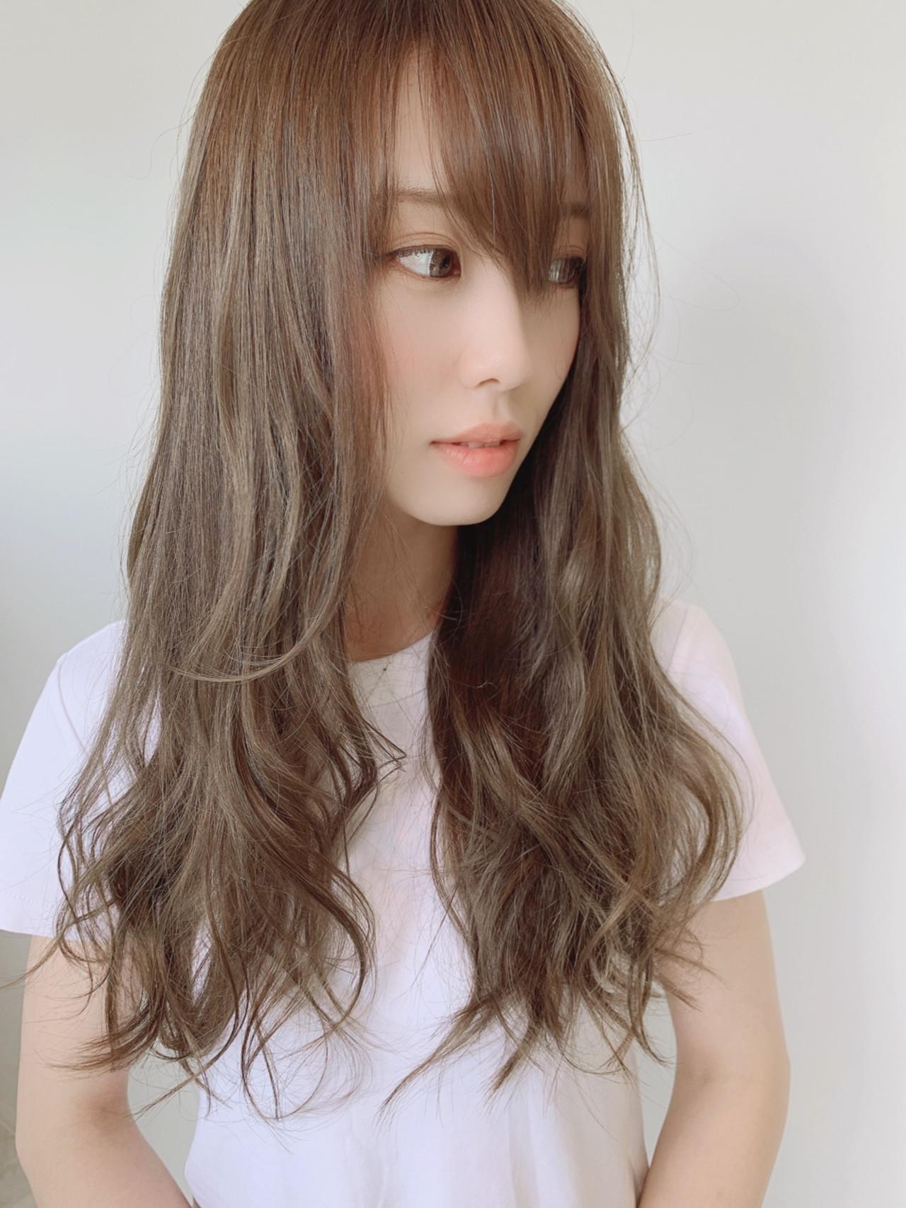 透明感カラー アッシュベージュ ミルクティーベージュ ロング ヘアスタイルや髪型の写真・画像 | 満岡寛史/felice / felice
