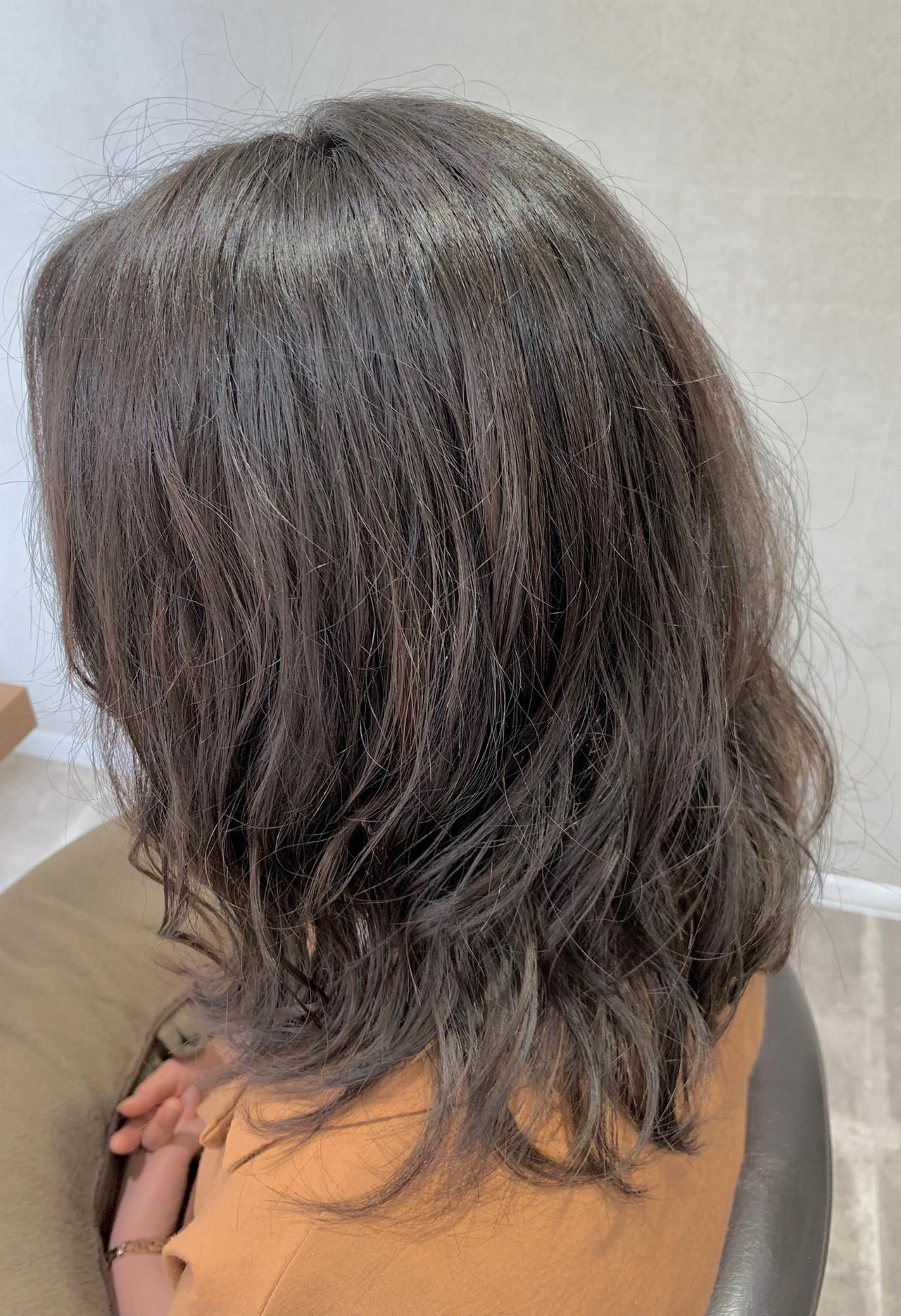 ふんわり デート ミディアム 暗髪 ヘアスタイルや髪型の写真・画像