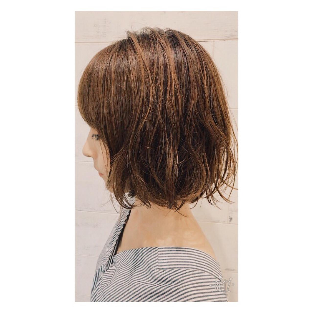 ウェーブ ミディアム アッシュ 大人かわいい ヘアスタイルや髪型の写真・画像