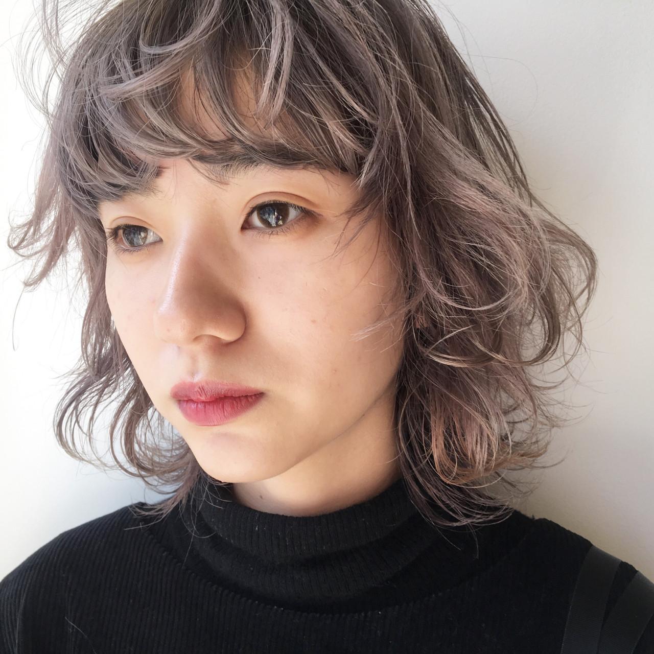 ウルフカット マッシュ ダブルカラー ナチュラル ヘアスタイルや髪型の写真・画像