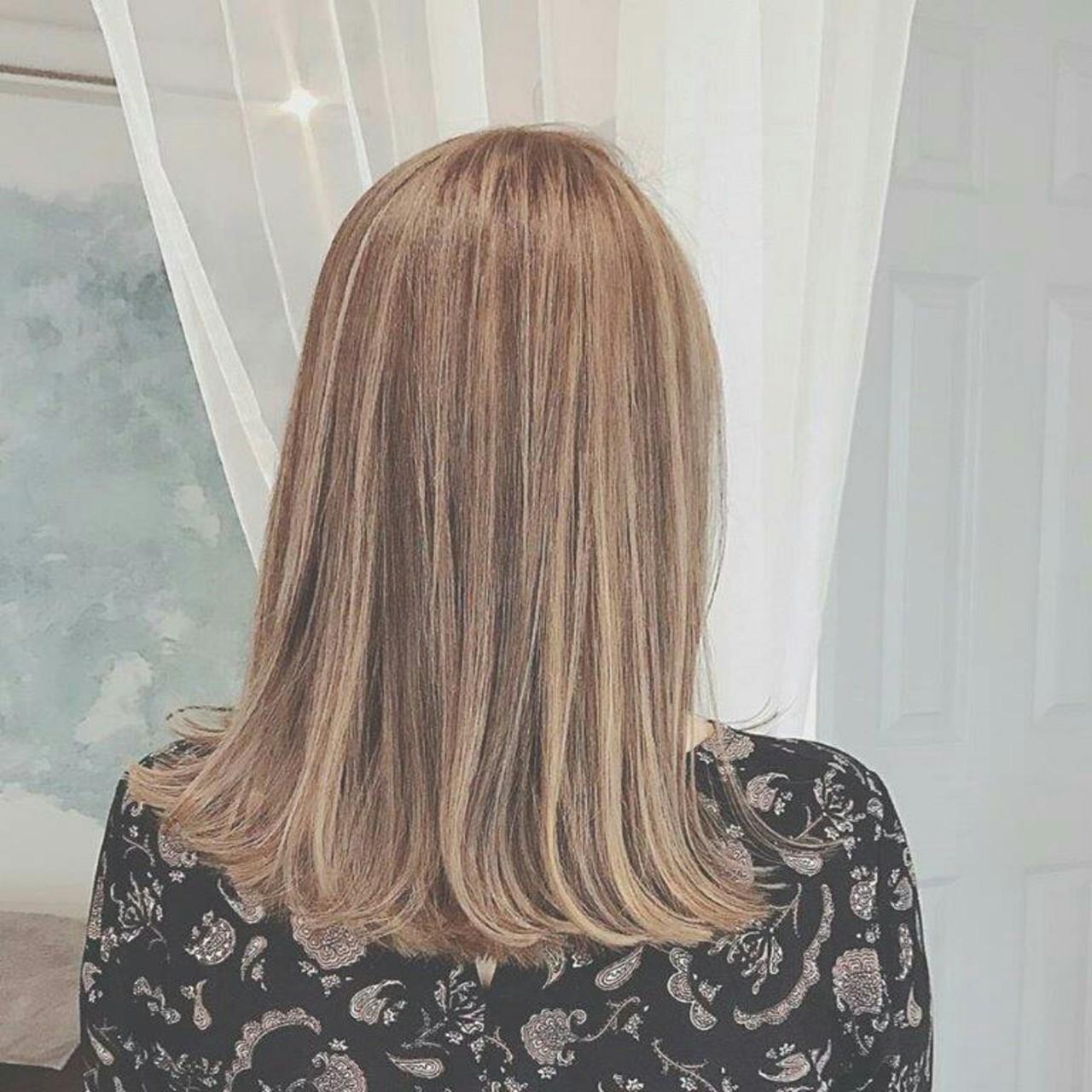 色気 外国人風 ハイライト 斜め前髪 ヘアスタイルや髪型の写真・画像