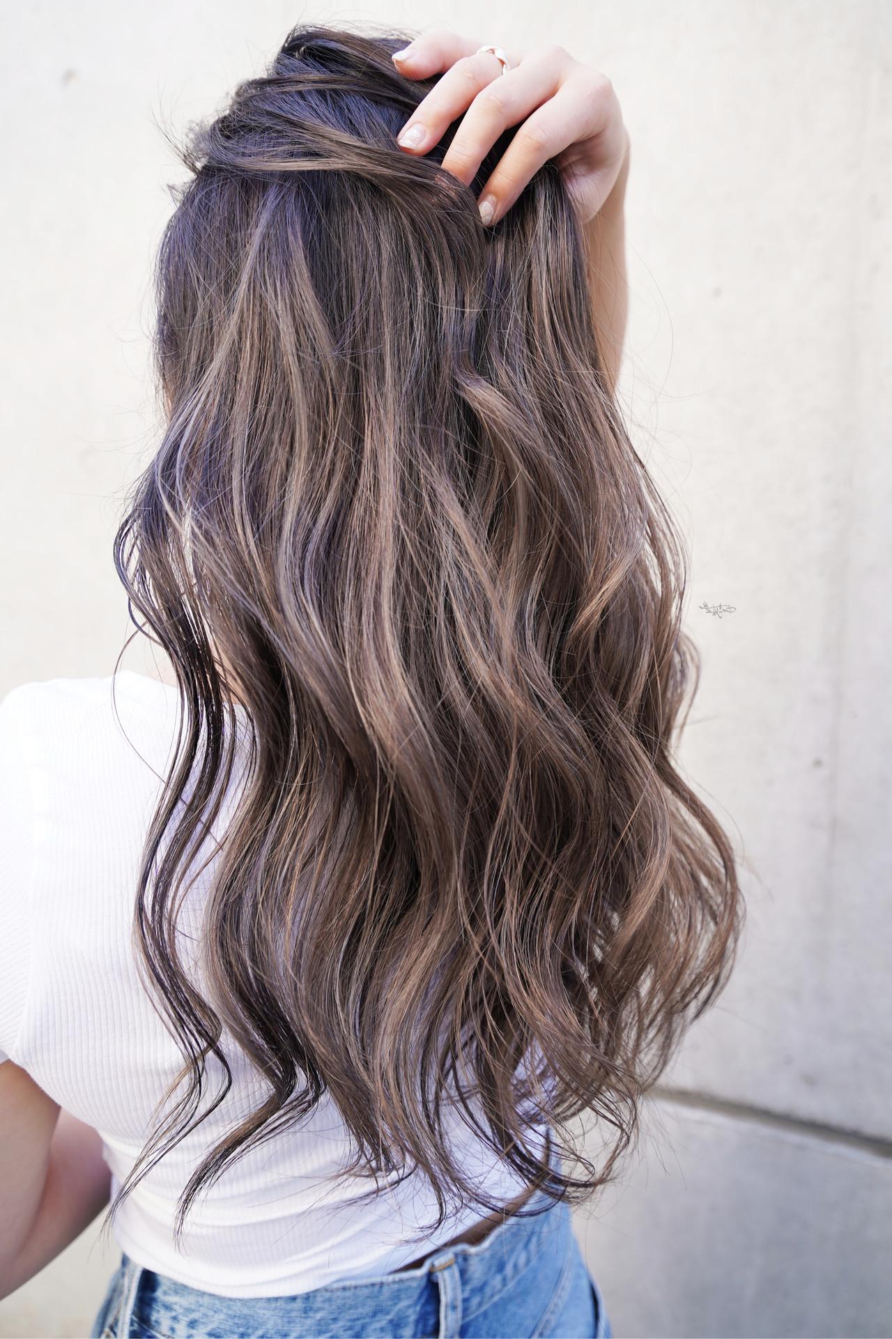 外国人風カラー グレージュ バレイヤージュ ローライト ヘアスタイルや髪型の写真・画像