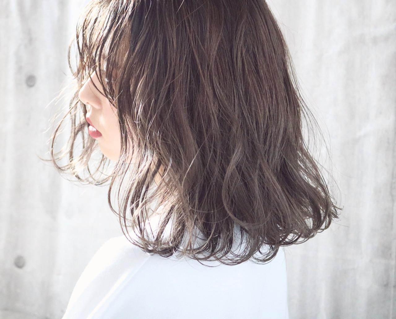 アンニュイほつれヘア 外国人風カラー ミルクティーベージュ 透明感カラー ヘアスタイルや髪型の写真・画像 | 中村明俊 / AUBE hair