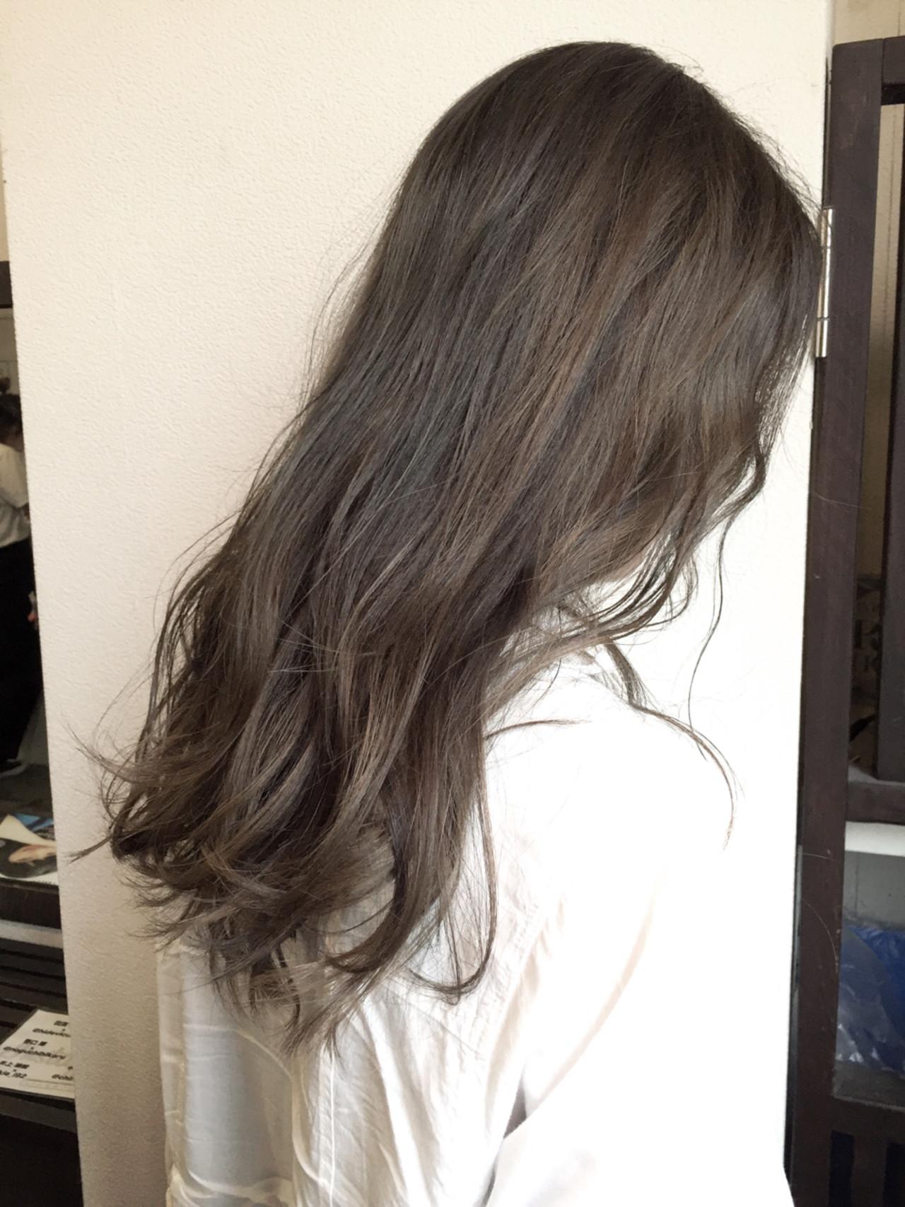 暗髪 ロング アッシュグレージュ 外国人風 ヘアスタイルや髪型の写真・画像 | 桝田 由佳 / vicushair