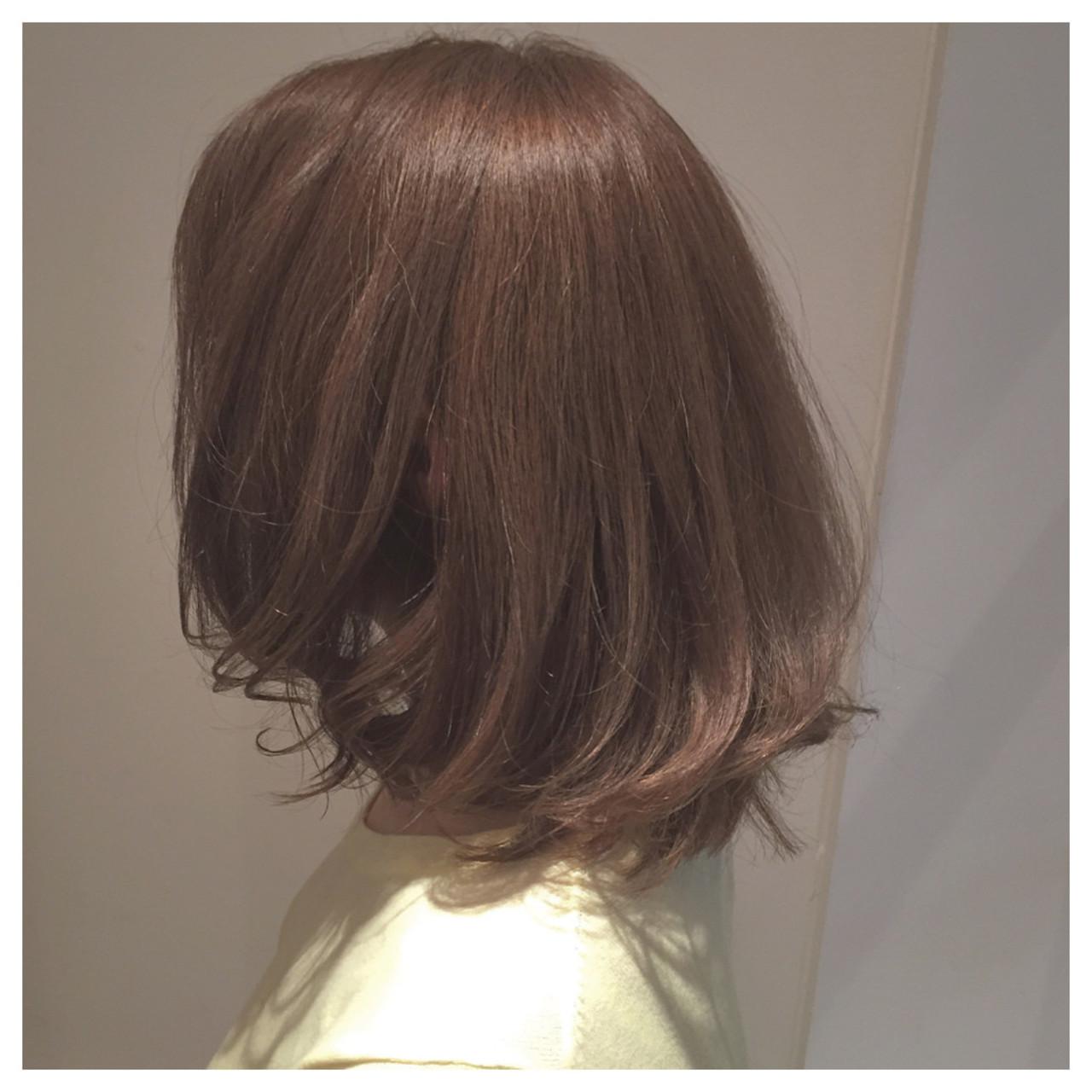 伸ばしかけ ストリート ミディアム グレージュ ヘアスタイルや髪型の写真・画像