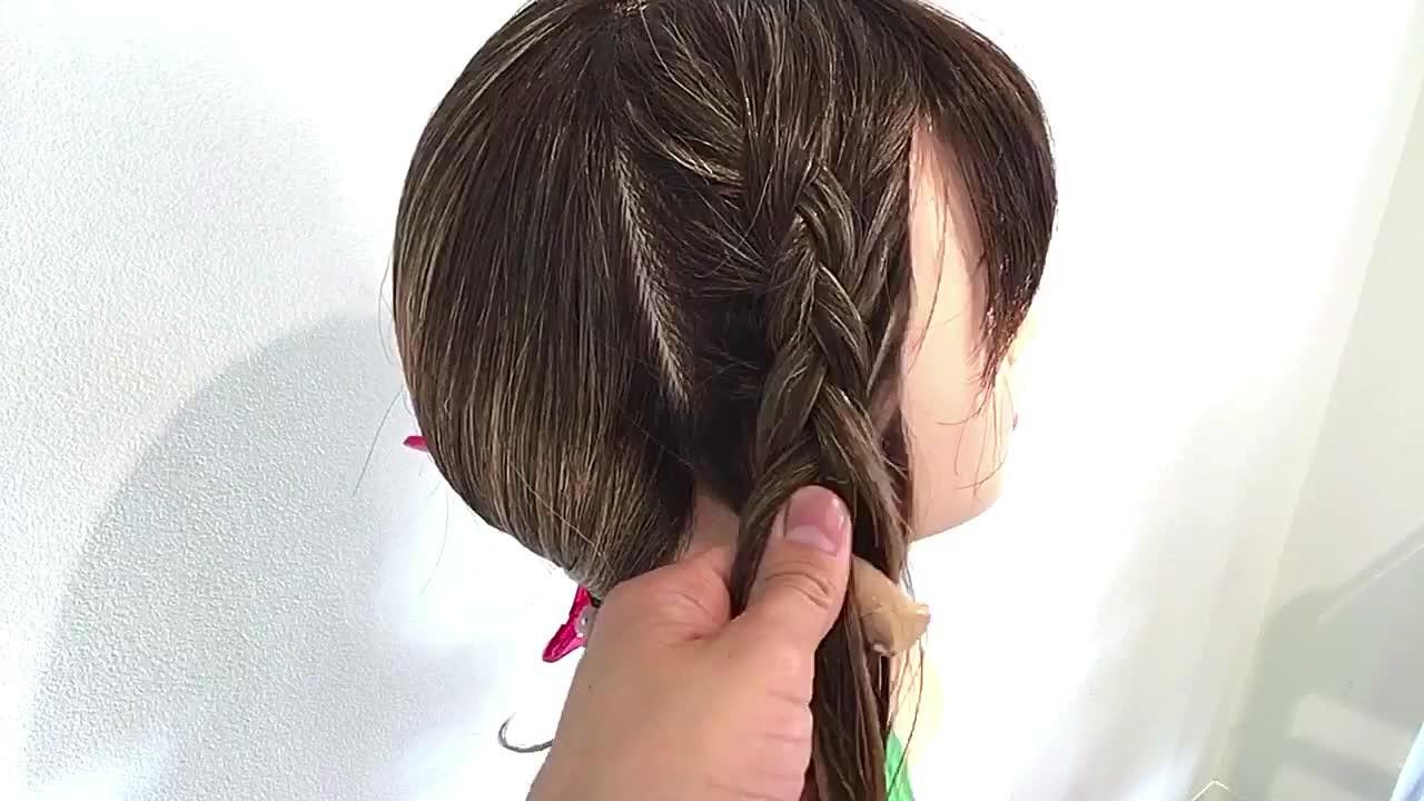 フェミニン 裏編み込み ヘアアレンジ セミロング ヘアスタイルや髪型の写真・画像