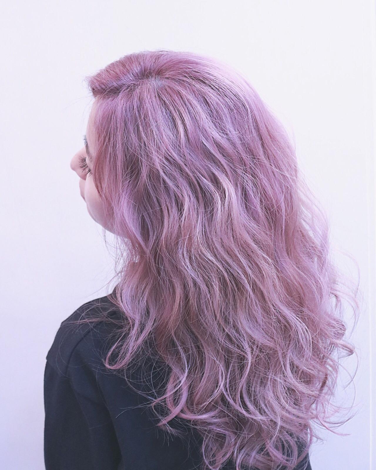 ストリート ハイライト ロング ピンク ヘアスタイルや髪型の写真・画像
