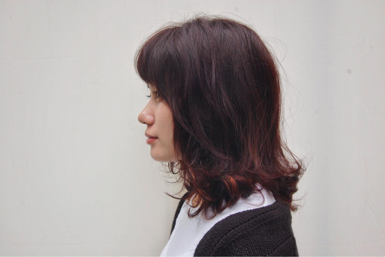 ピンク ミディアム レッド ストリート ヘアスタイルや髪型の写真・画像