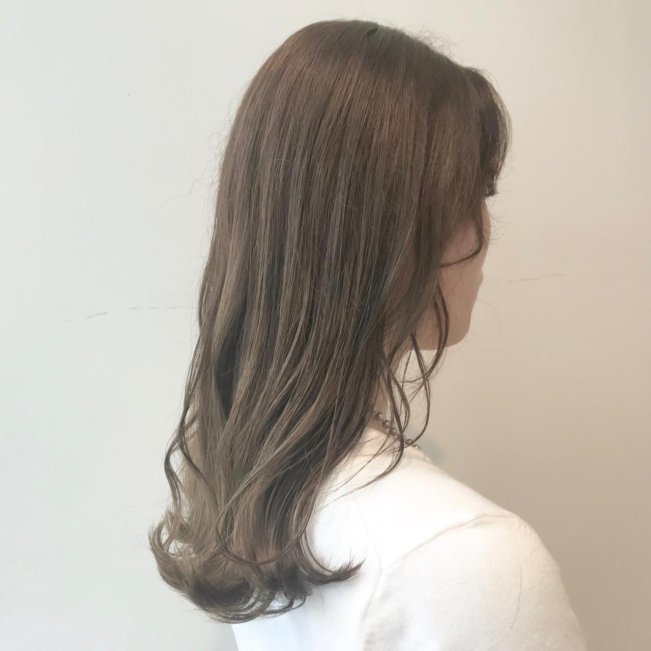 ミルクティーアッシュ ミルクティーグレージュ グラデーションカラー ブリーチなし ヘアスタイルや髪型の写真・画像