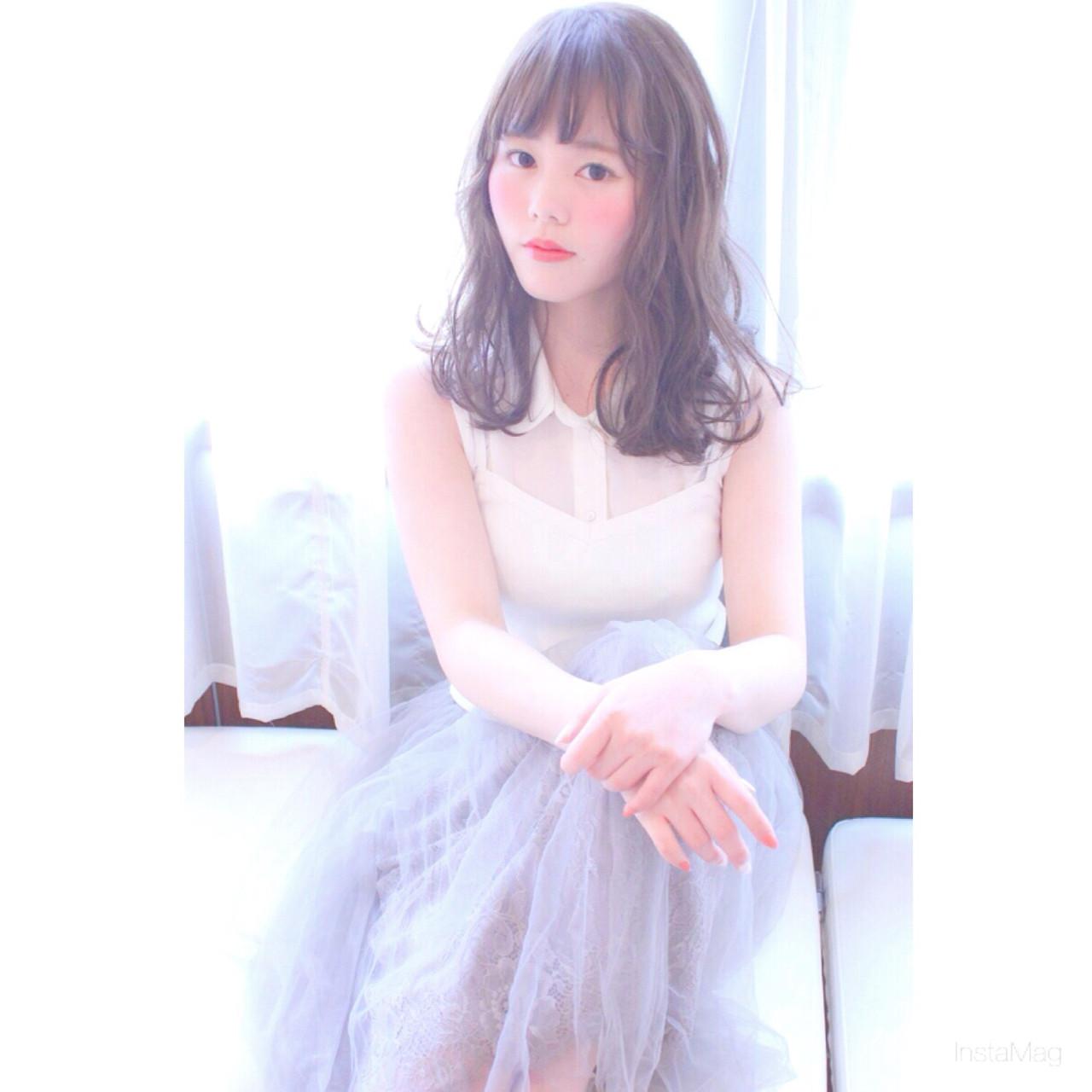 ミディアム ピュア フェミニン アッシュ ヘアスタイルや髪型の写真・画像 | 上田 穂菜美 /