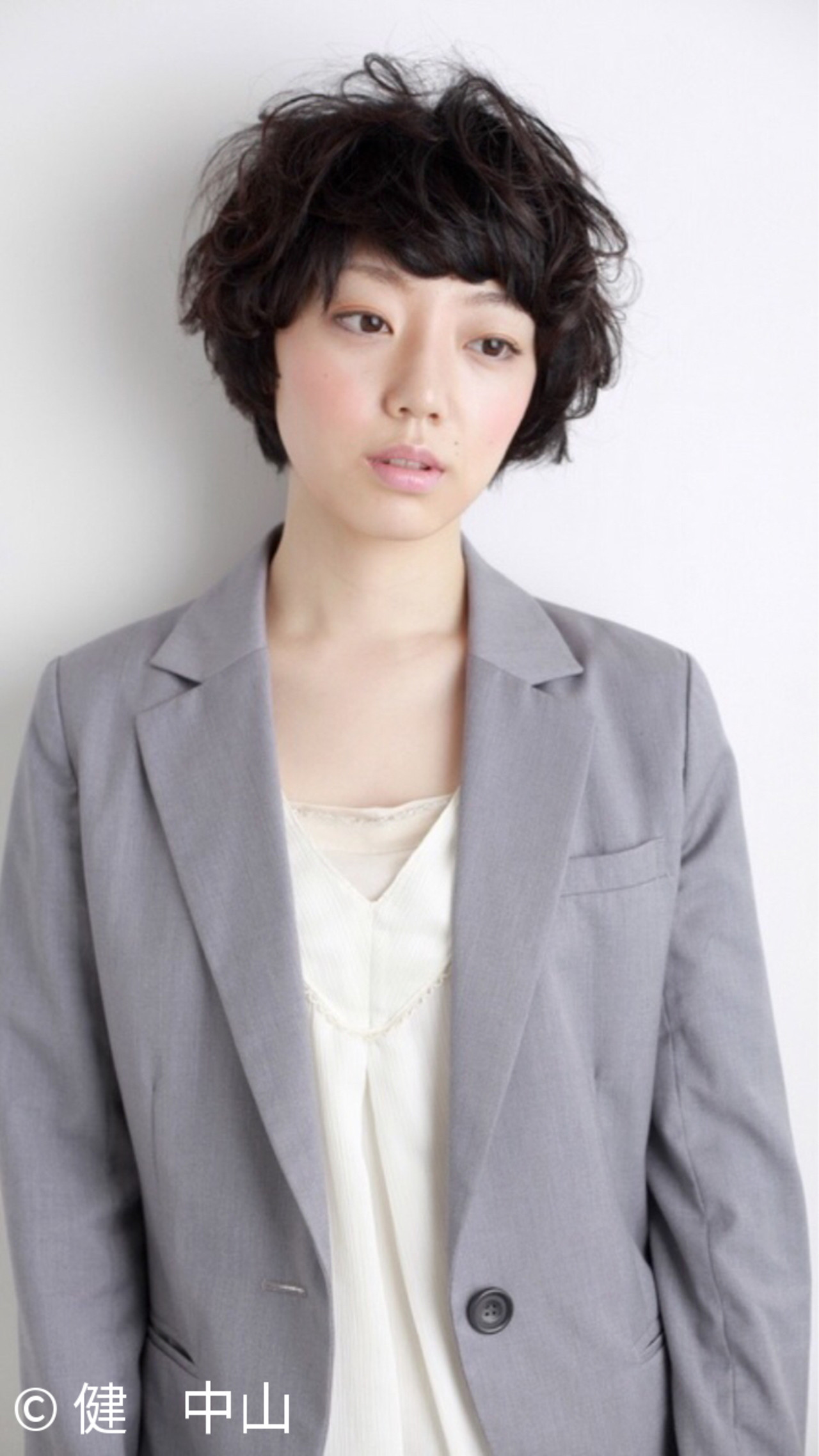 黒髪ショートの清楚さが人気。愛されヘアスタイルをつくろう  健 中山