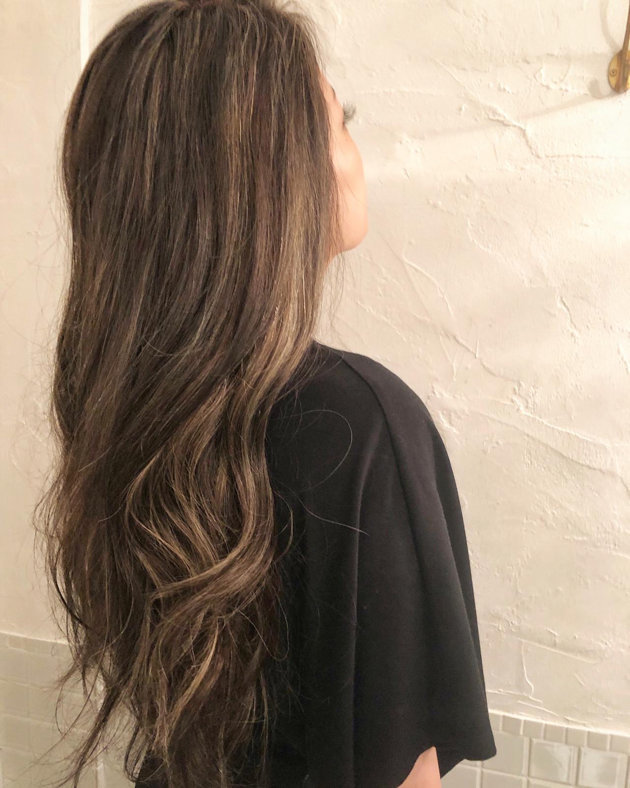 ハイライト ロング エレガント グレージュ ヘアスタイルや髪型の写真・画像