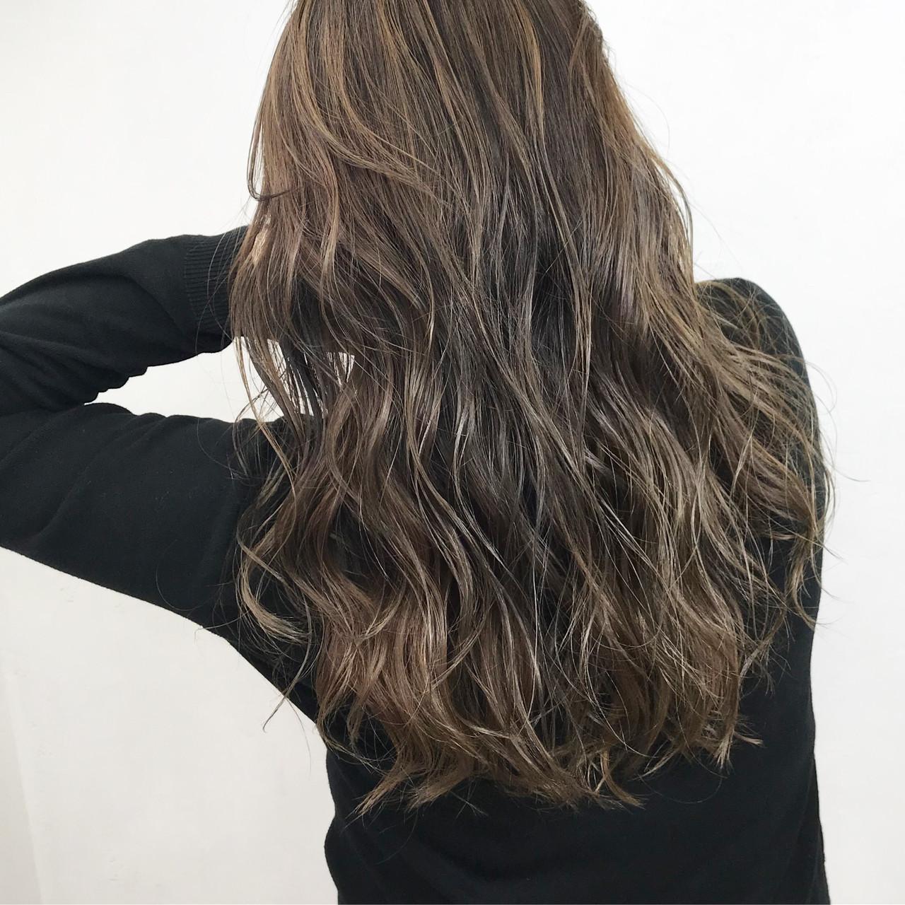 グレージュ アッシュ 外国人風カラー 透明感 ヘアスタイルや髪型の写真・画像 | クロサワ / LUFE byKENJE