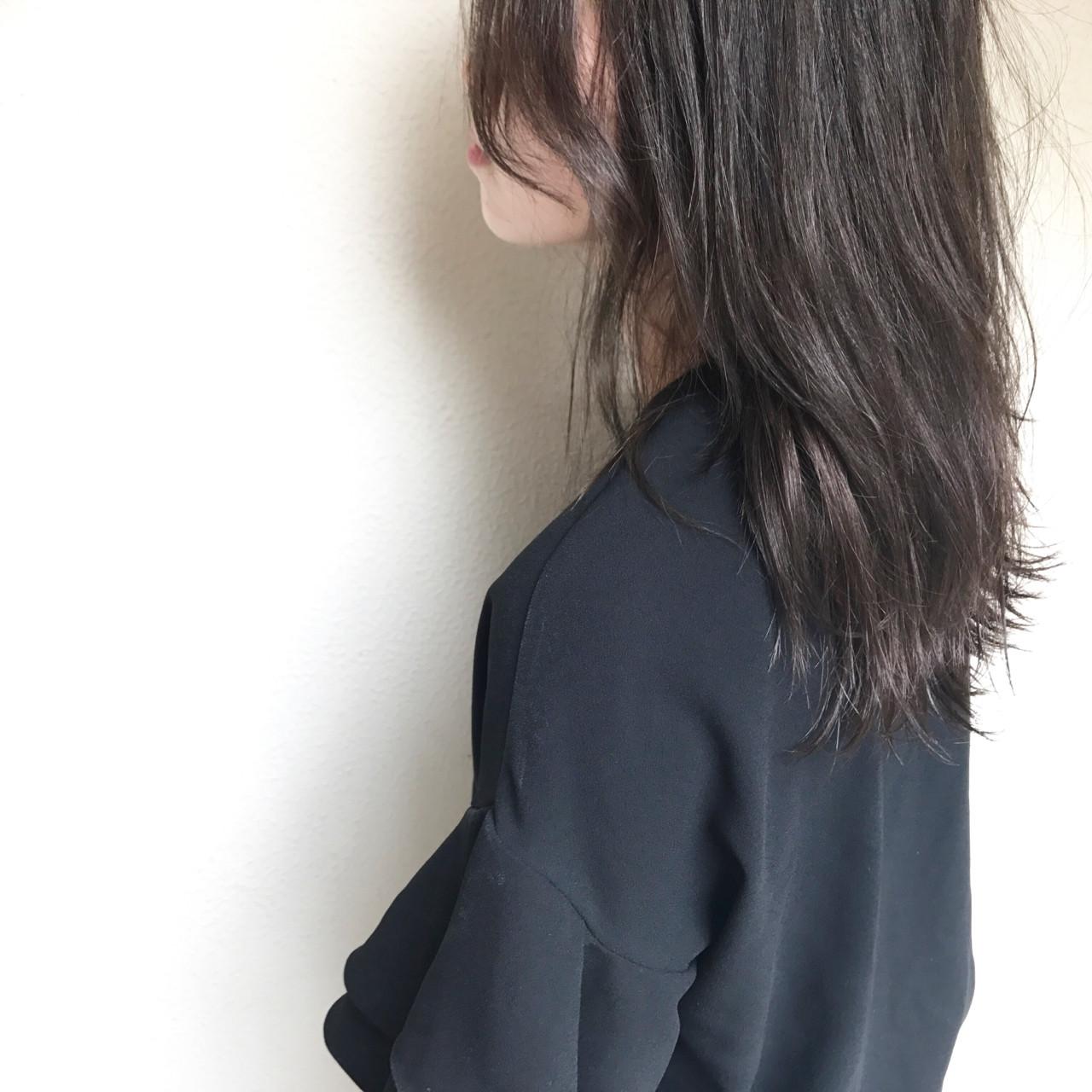 巻き髪 波ウェーブ オフィス ナチュラル ヘアスタイルや髪型の写真・画像