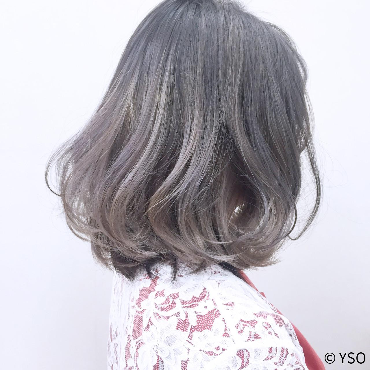 ホワイト グラデーションカラー セミロング アッシュ ヘアスタイルや髪型の写真・画像