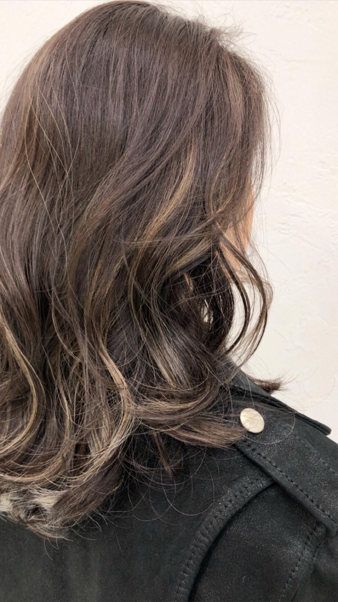 ミディアム 3Dカラー ミルクティーベージュ ストリート ヘアスタイルや髪型の写真・画像   イシガキ ダイスケ / C-LOVe 中目黒